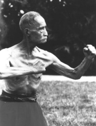 ZIRANMEN  自然門    Throughout the Da Xuan tradition we find the idea of 'Ziran', the natural. We have the concept that within us all is a spark of the universe, a perfect unadulterated reflection of the Tao.  Ziranmen, the natural boxing, is the famous fighting art transmitted from the legendary Du Xin Wu. Famous for his work as a bodyguard , Du Xin Wu transmitted his art to several notable students, most notably Wan Lai Shen .  The Ziranmen practices develop qualities and concepts for fighting in the place of structured forms or techniques, with a focus on power, spontaneity and the capacity to act. The qualities are what separates Ziranmen from many other styles.