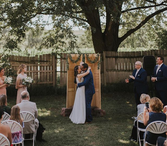 Who doesn't love a backyard wedding??