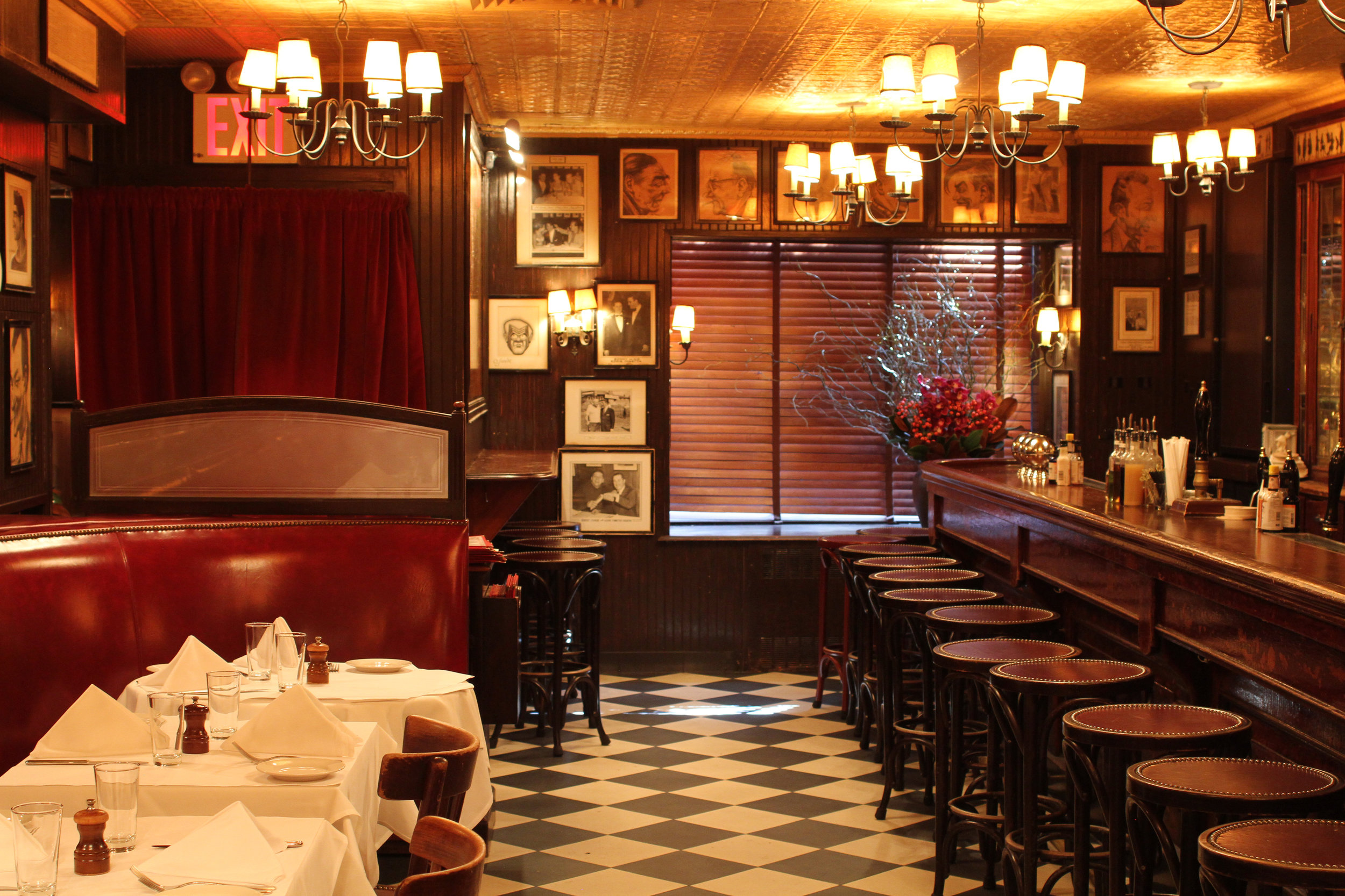 MinettaTavern_Café Banquettes & Bar_Harry McNally_41.jpg