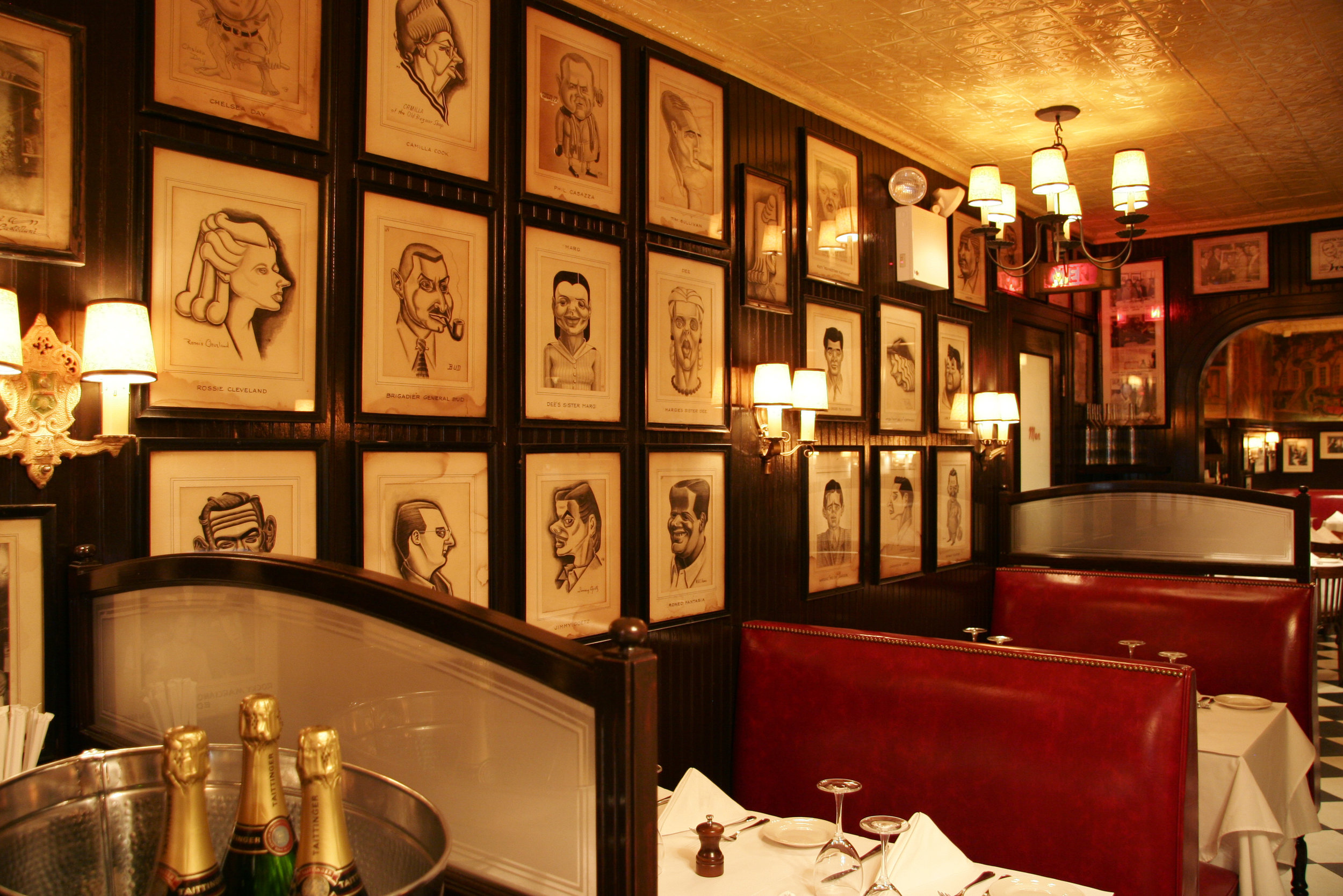 MinettaTavern_Café Booths_Sylvia Paret.jpg