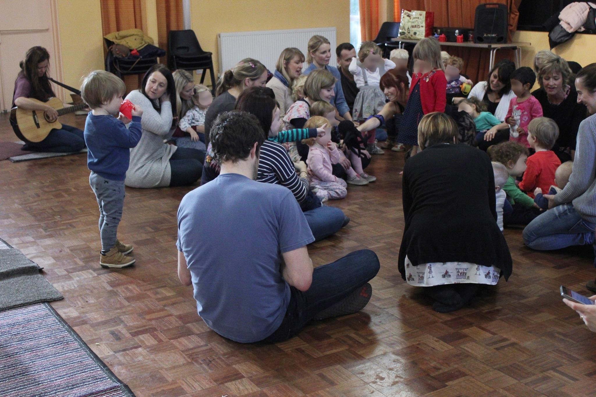 children-and-parents-listen-to-music-piccolo-music-gateshead-preschool-classes-baby-toddler-gateshead-newcastle-heaton-north-tyneside
