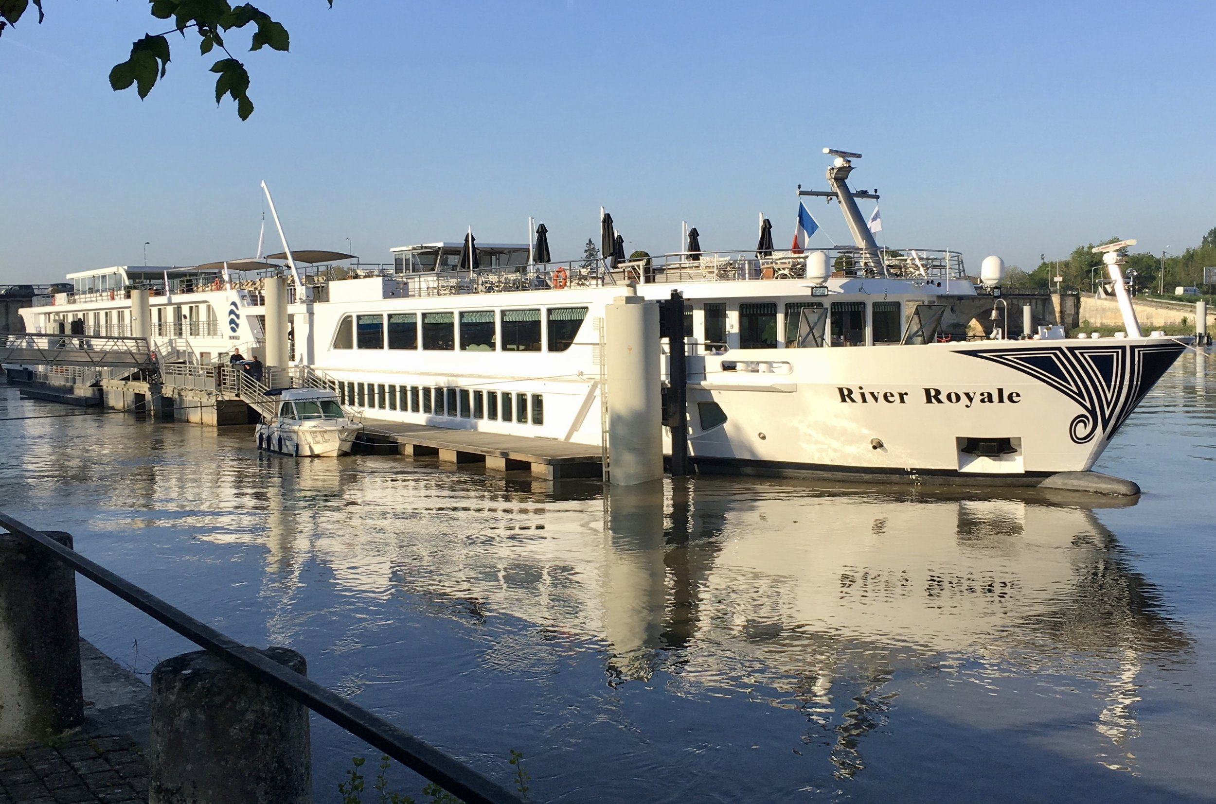 The River Royale is a nimble ship allowing passage in narrower rivers which makes it an ideal vessel for sailing on the Garonne and Dordogne.