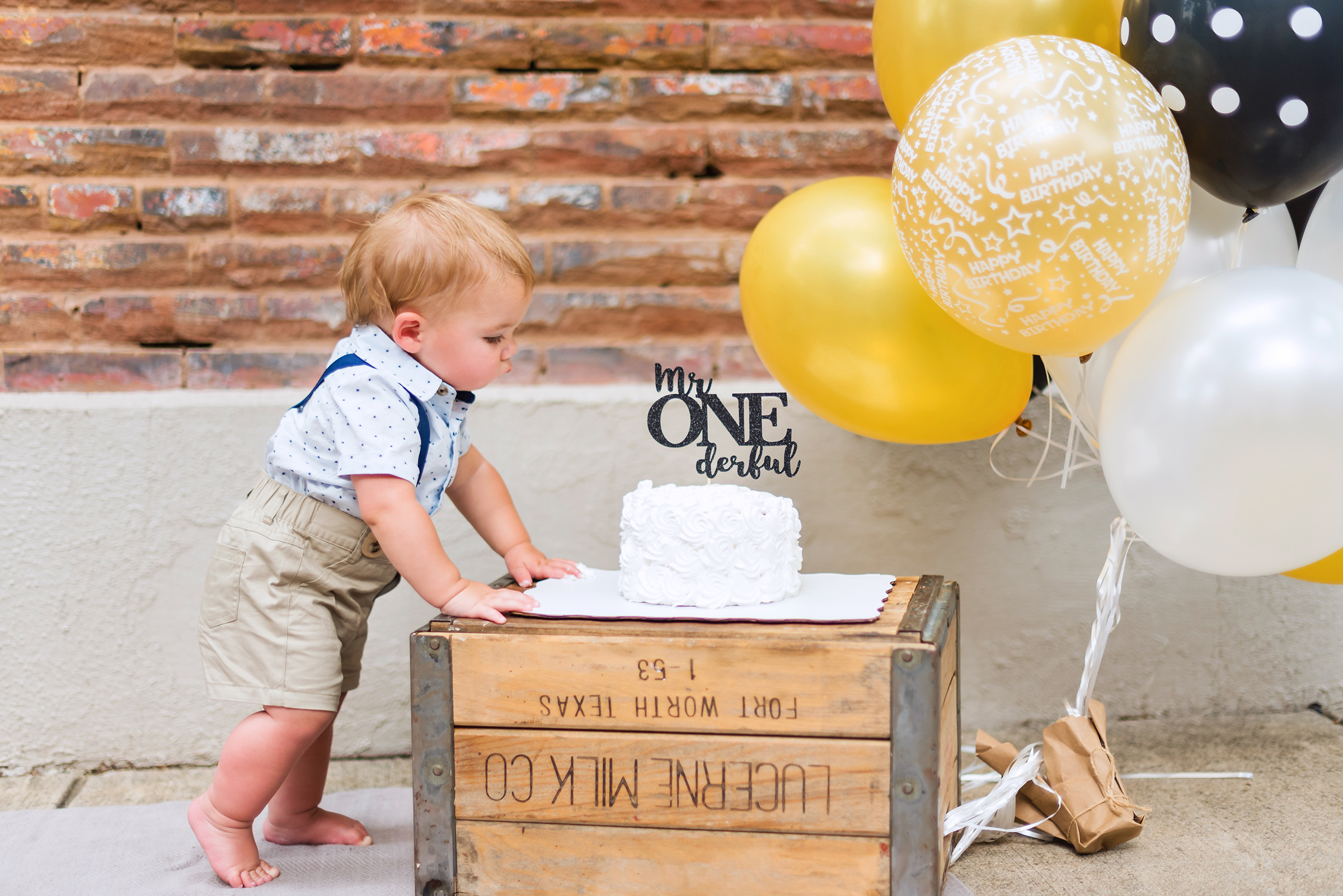 kennett-family-declan-cake-smash-2019-9.jpg