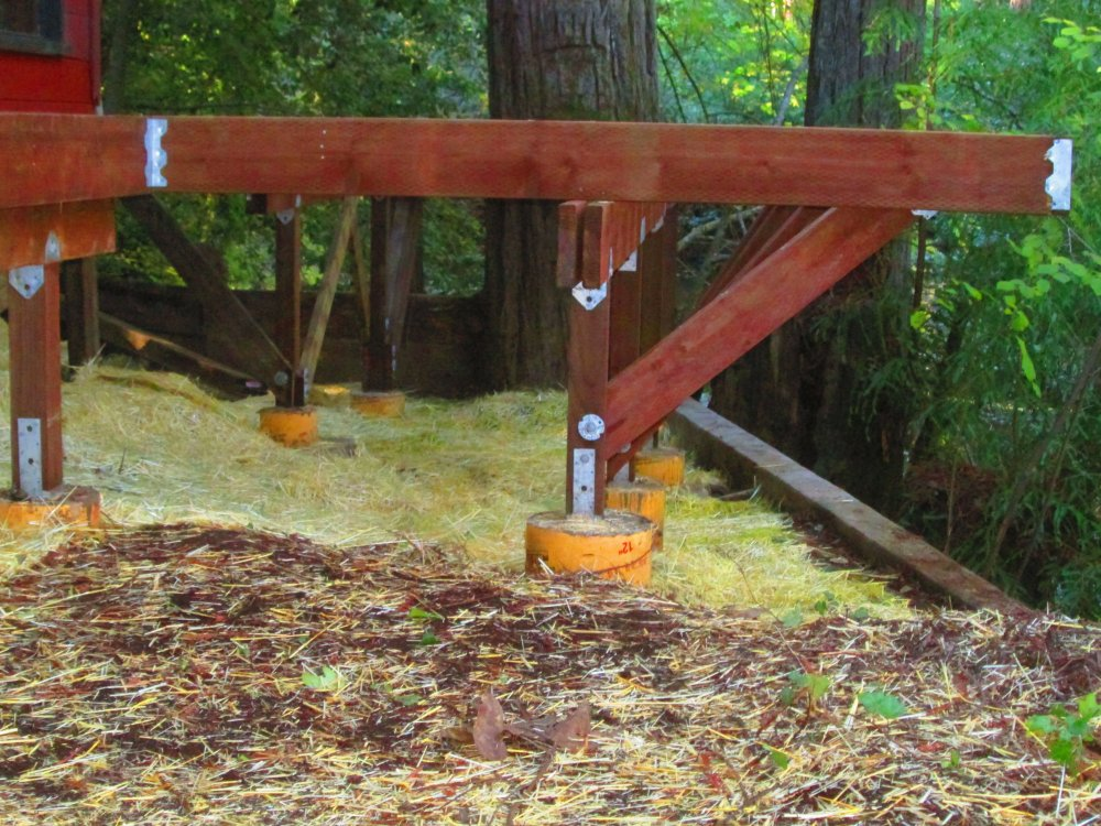 Sustainable-Construction-of-Deck-with-Canteliver-Supports-in-Sonoma-County-West.JPG