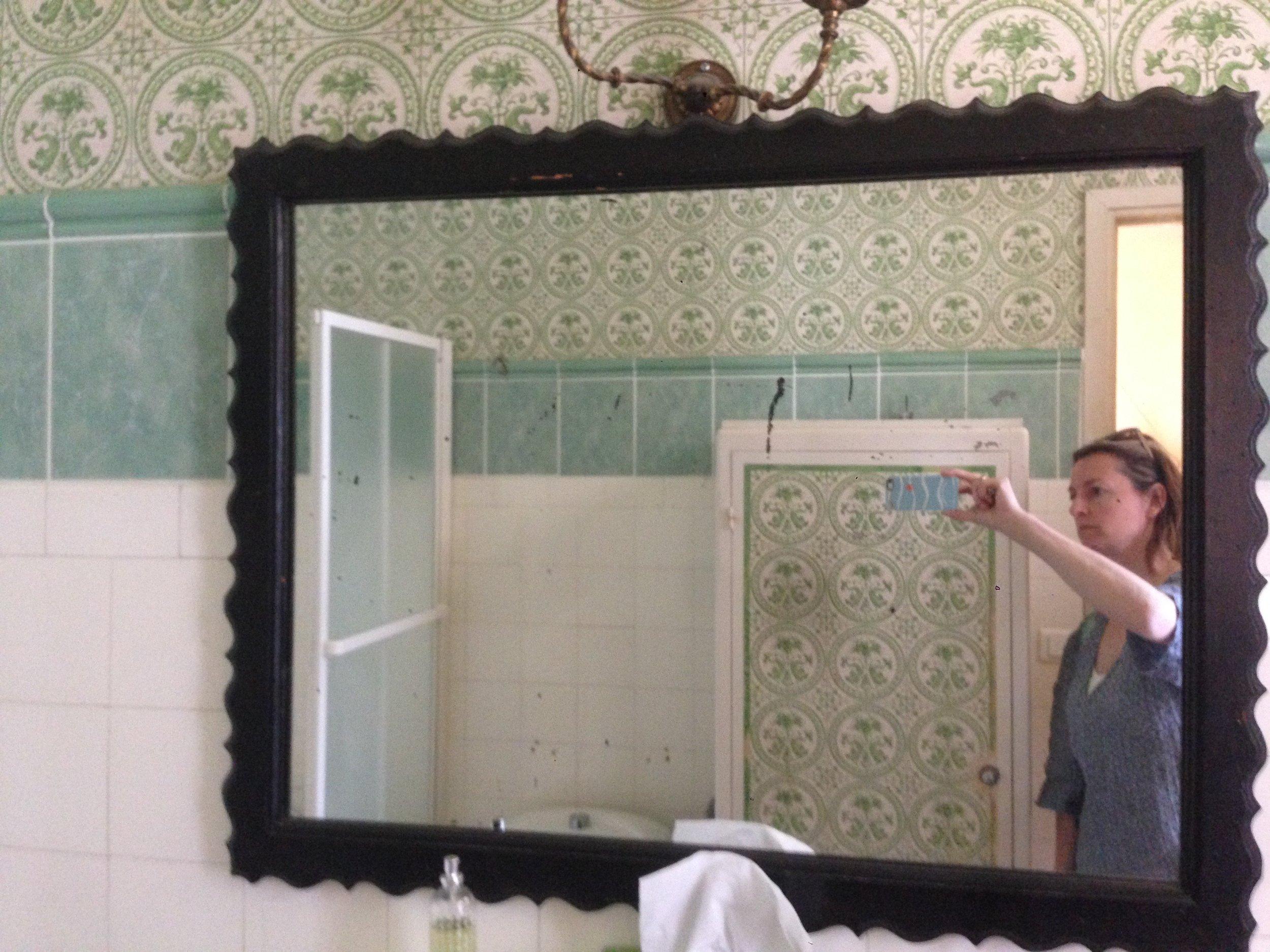 The beautiful tile of the downstairs bathroom in Villa Santo Sospir.