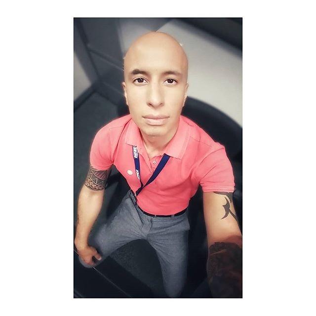 Friday Feels!  #tgif #gayguyswithtattoos #inkedgays #friyay #veterans #dclifestyle #baldhead #inkedmen #workselfiefriday #gayveteran #dcartist #dcphotographer #guyswithtatts #tribalink #noize #pinkprint #mixedmediaartist #emergingartists