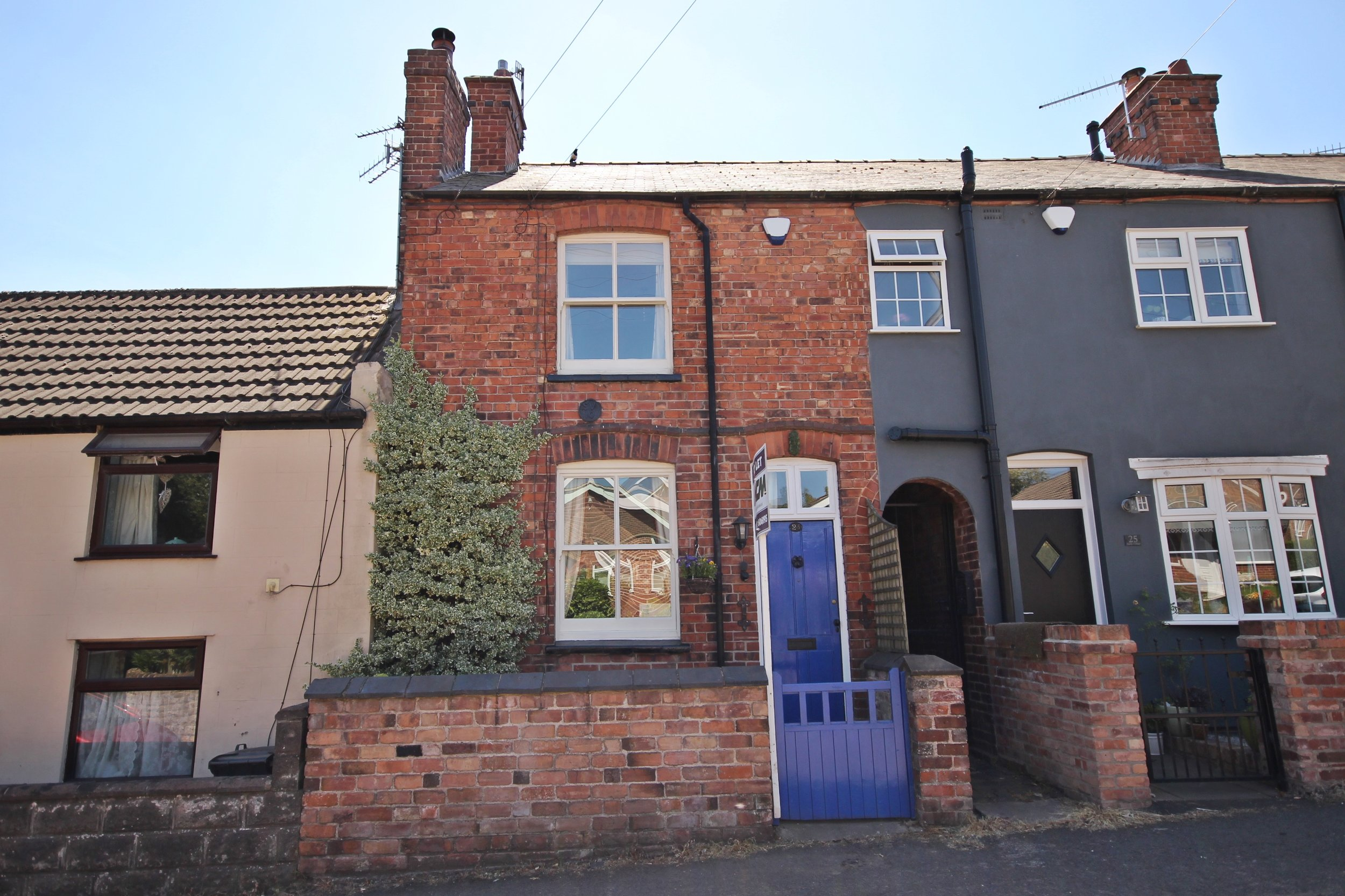 IT'S GONE!£525pcm Hardy Street, Kimberley, Nottinghamshire, NG16 2JL2 Bedroom cottage - Charming two bedroom cottage within walking distance of the popular town of Kimberley Including a cosy lounge, spacious dining kitchen, first floor bathroom and private rear courtyard garden. Employed / retired applicants preferred. Cat may be considered. EPC rating D.