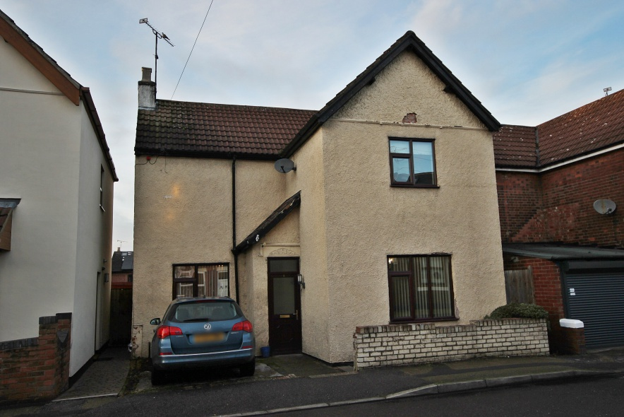 IT'S GONE! - £129,995 Wagstaff Lane, Jacksdale, Nottinghamshire, NG16 5JL - 3 BEDROOM DETACHEDWith two receptions, kitchen, first floor family bathroom and more, this charming three bedroom detached property is just a short walk from local amenities. Parking for 1 car. EPC rating E