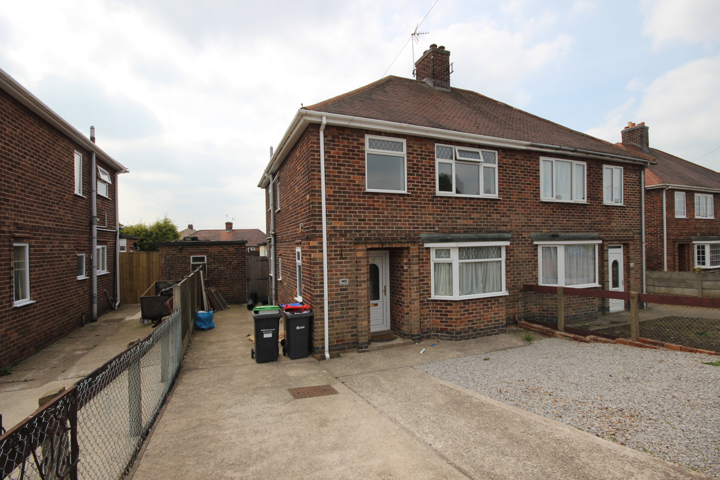 IT'S GONE! £575pcm Skegby Road, Kirkby in Ashfield, Notts, NG17 9FZ3 Bedroom semi - A lovely spacious three bedroom property with driveway parking and a large enclosed rear garden, close to parks and amenities!
