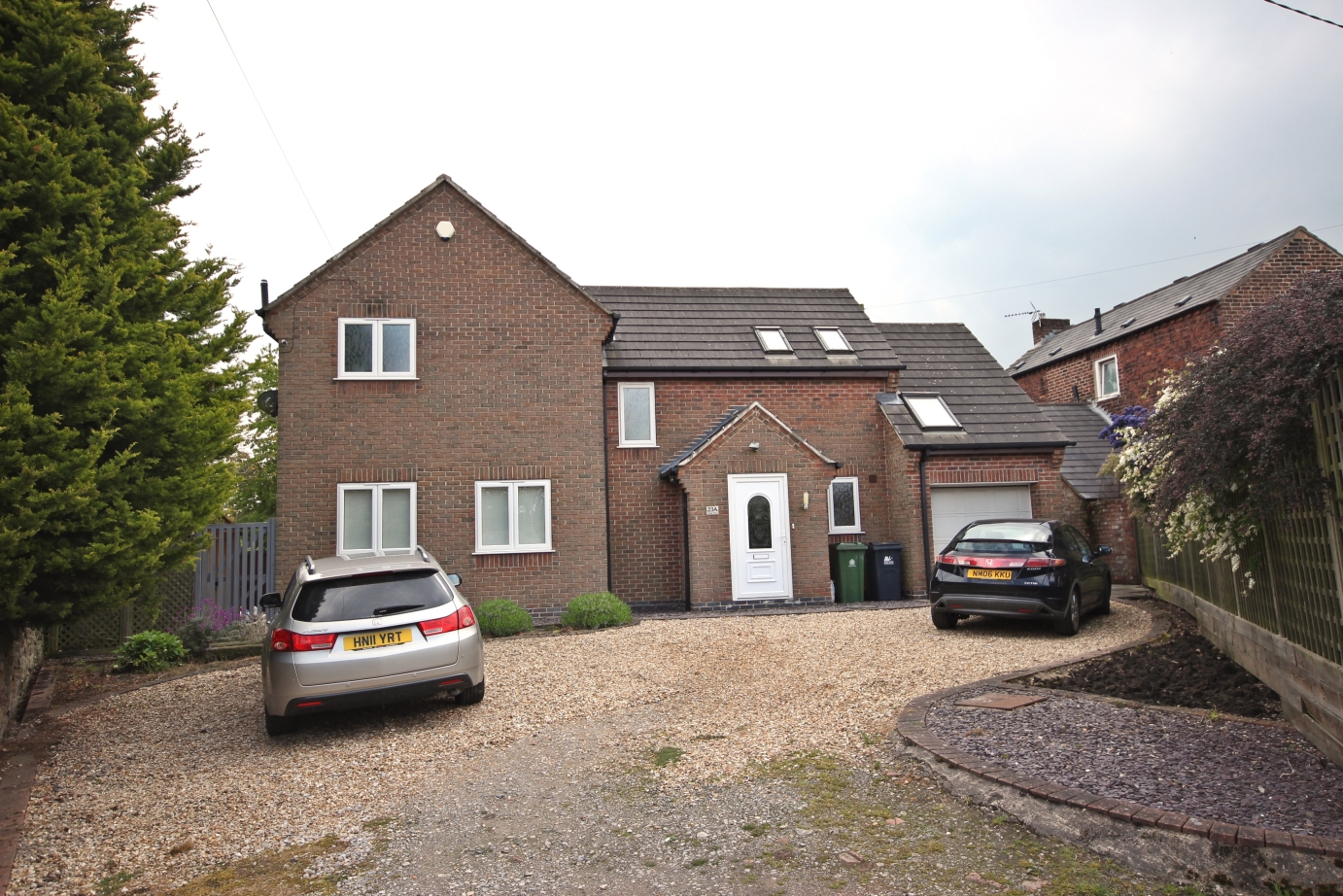 £275,000 Cinder Road, Lower Somercotes, Derbyshire, DE55 4JY - 4 BEDROOM DETACHEDA stunning and impressive home, with light and airy rooms, modern decor and fabulous family and entertaining space throughout, all located down a peaceful lane close to amenities and commuter links. EPC rating C