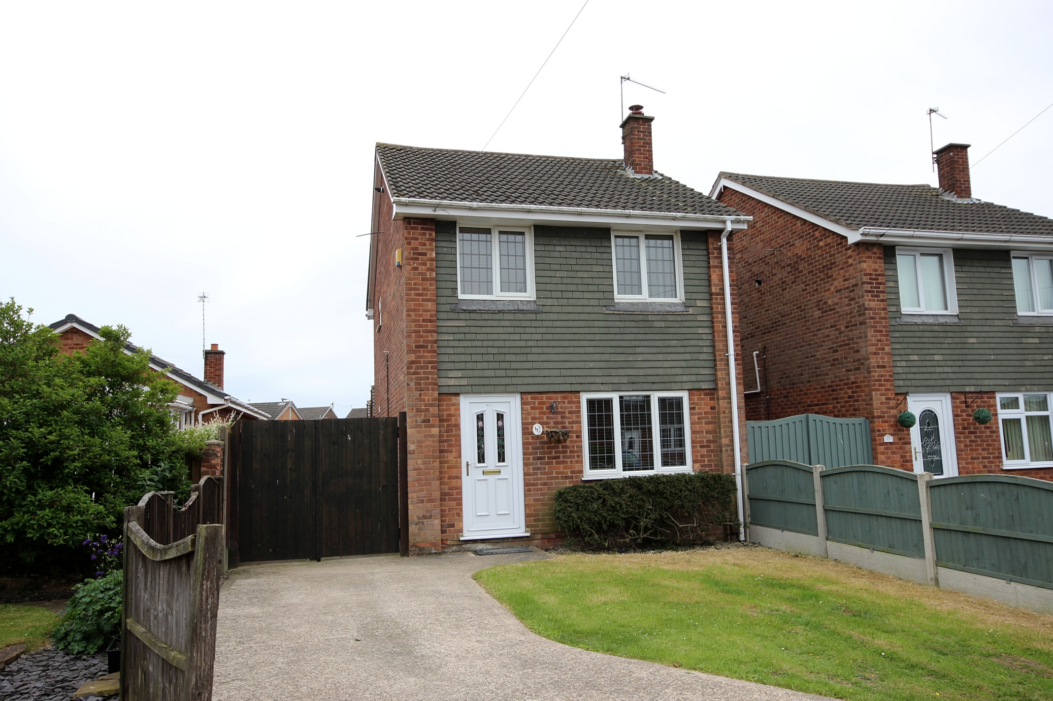 £176,950 Newstead Close, Selston, Nottinghamshire, NG16 6RL - 3 BEDROOM DETACHEDWell presented detached three bedroom home with dining kitchen, lounge and large conservatory. Off road parking for two cars in a quiet cul-de-sac ideal family home - no upward chain. EPC rating C