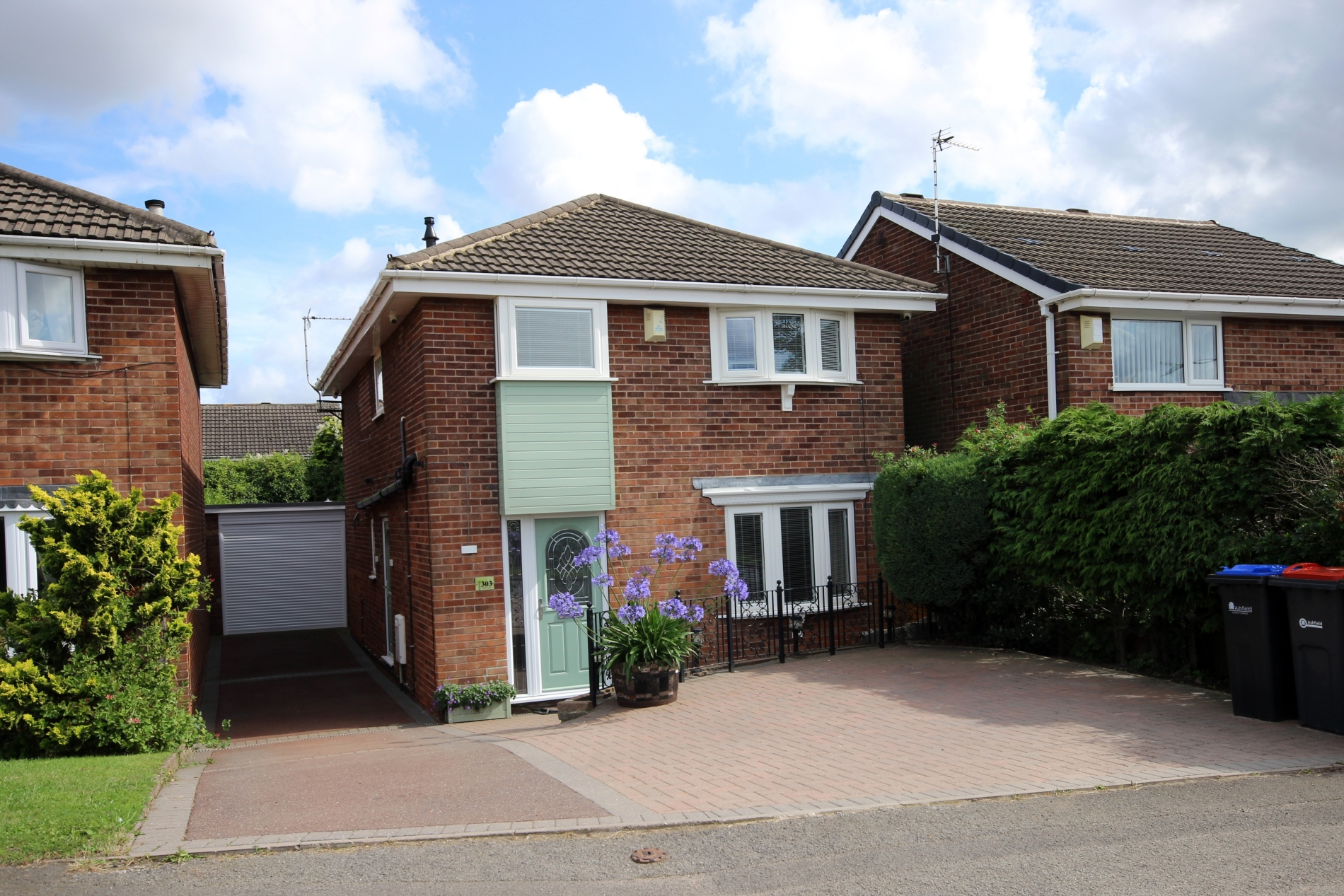 IT'S GONE! £189,500 Park Lane, Selston, Nottinghamshire, NG16 6JG - 2 BEDROOM DETACHEDLuxurious living in this stunning detached home! Renovated to a high standard throughout it includes: two superb bedrooms each with an en-suite, beautiful dining kitchen, spacious lounge and conservatory, plus off road parking, garage and much more! EPC rating TBC.
