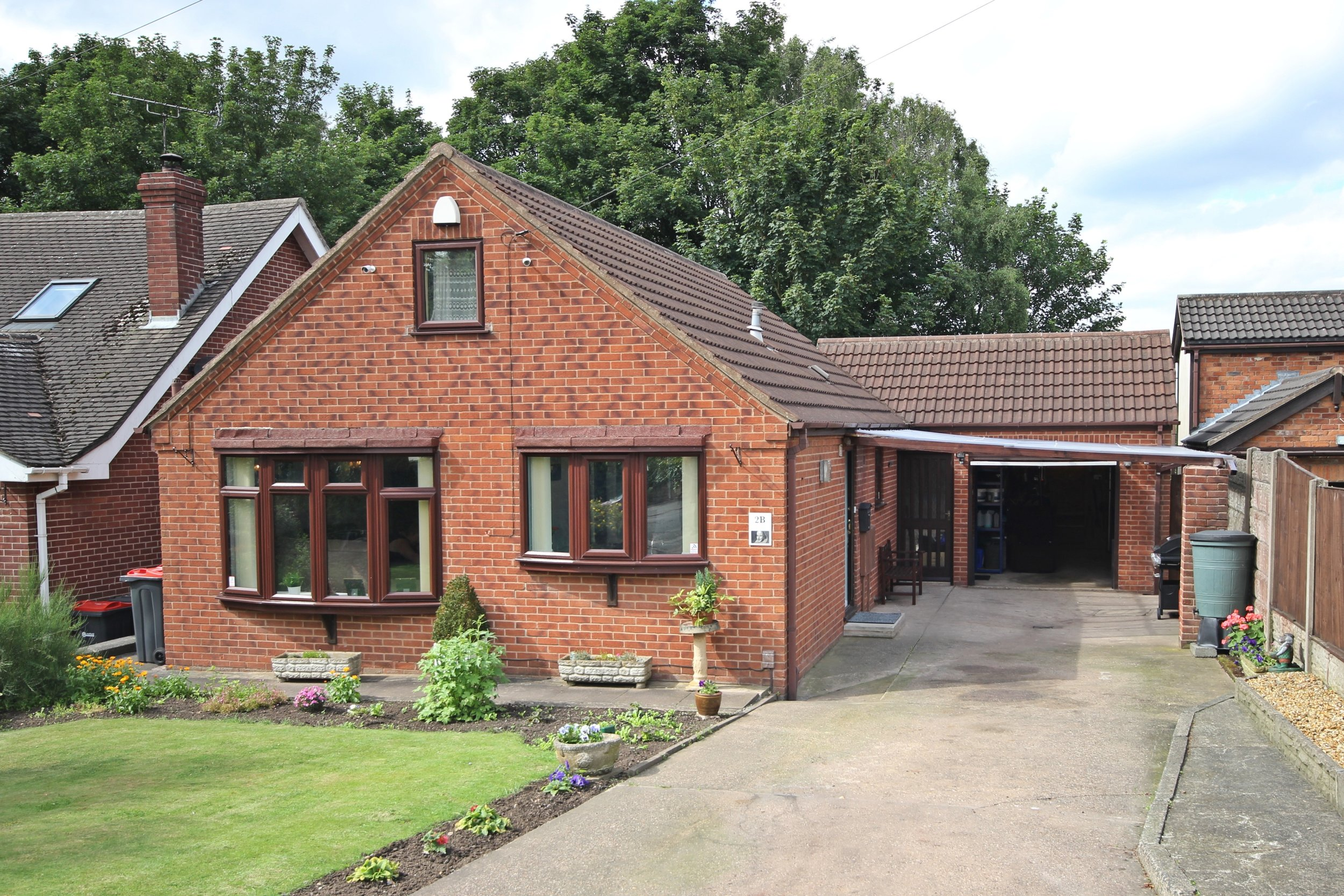 £205,000 Beech Road, Underwood, Nottinghamshire, NG16 5FZ - 2 BEDROOM DETACHED BUNGALOWNO ONWARD CHAIN. A rare find, this immaculately sleek and stylish bungalow in Underwood. Driveway, garage and garden room, spacious lounge, a recently fitted breakfast kitchen, two double bedrooms and gardens to front and rear. EPC rating D.