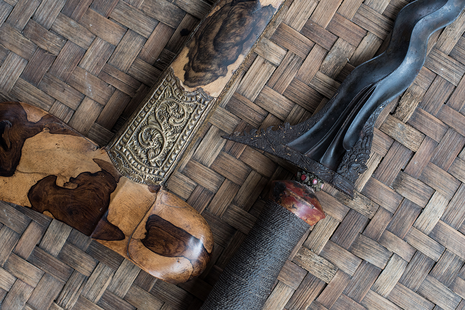 The photo stream begins with a Balinese keris and a rare Kala Rahu motif worked into the blade, shot before restoring the pamor in the blade…