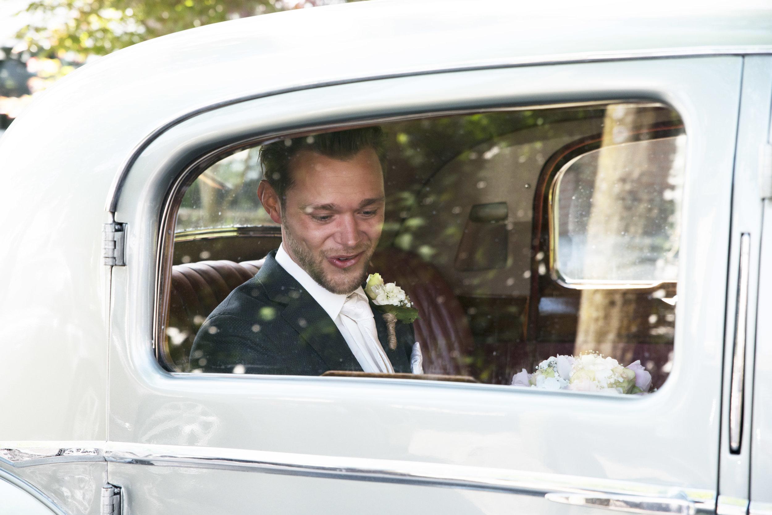aankomst bruidegom trouwfoto Precious People