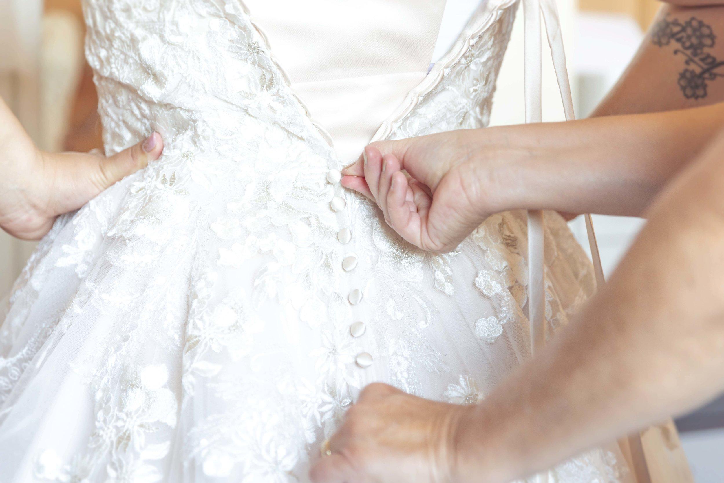 trouwjurk met corset en veter op de rug. rits dicht van de trouwjurk