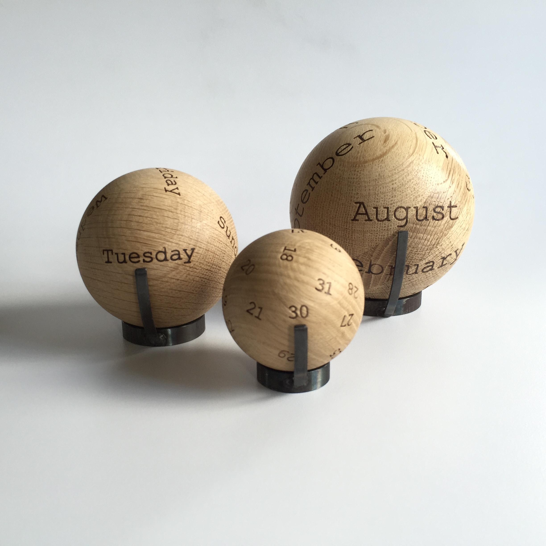 Balls: een back to basics , soort van  zen  kalender. Ver weg van smartphones and dagelijkse hectiek.