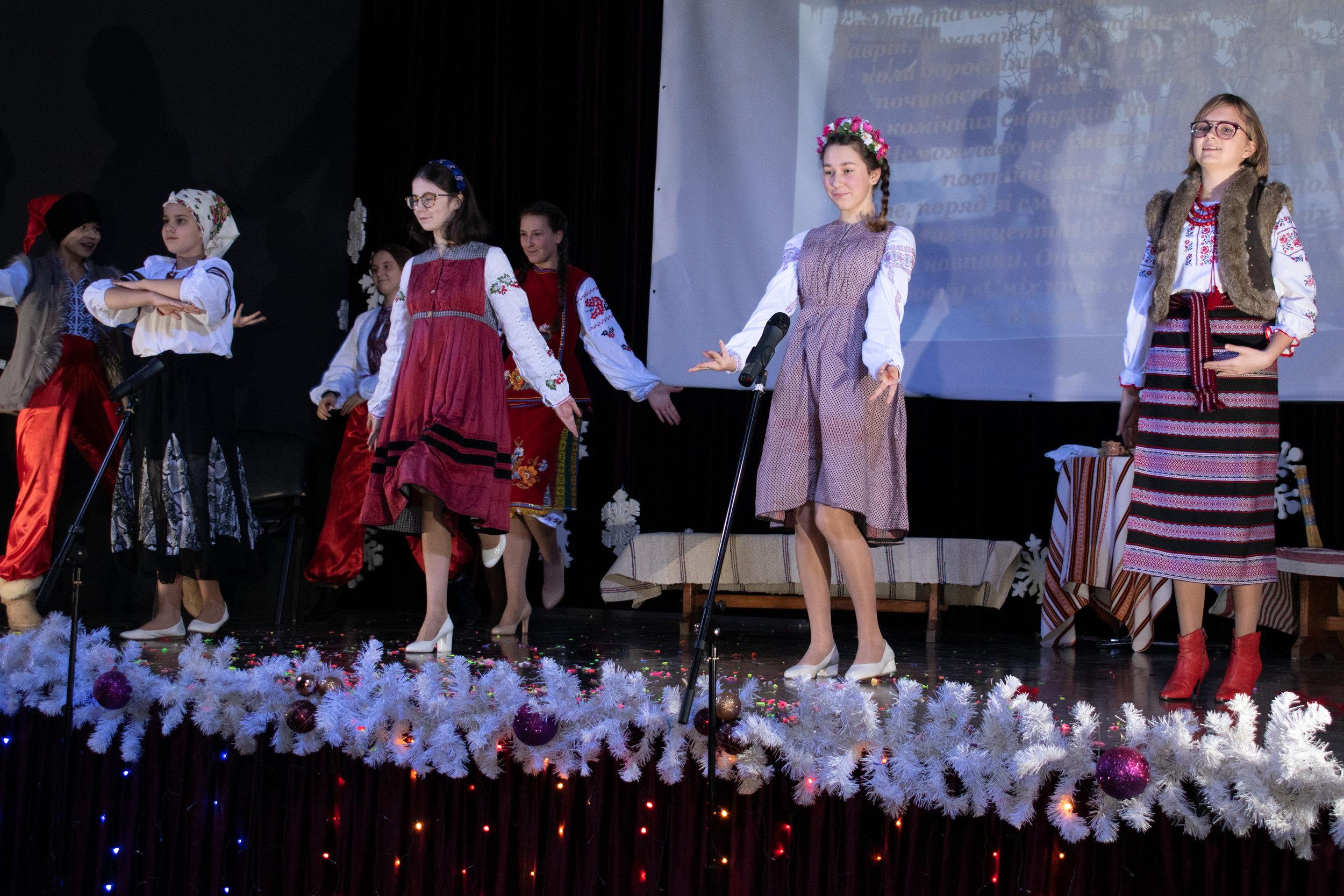 2.Школа Леді_Новорічна вистава Сміх кріцзь сльози 7-8 класи.jpg