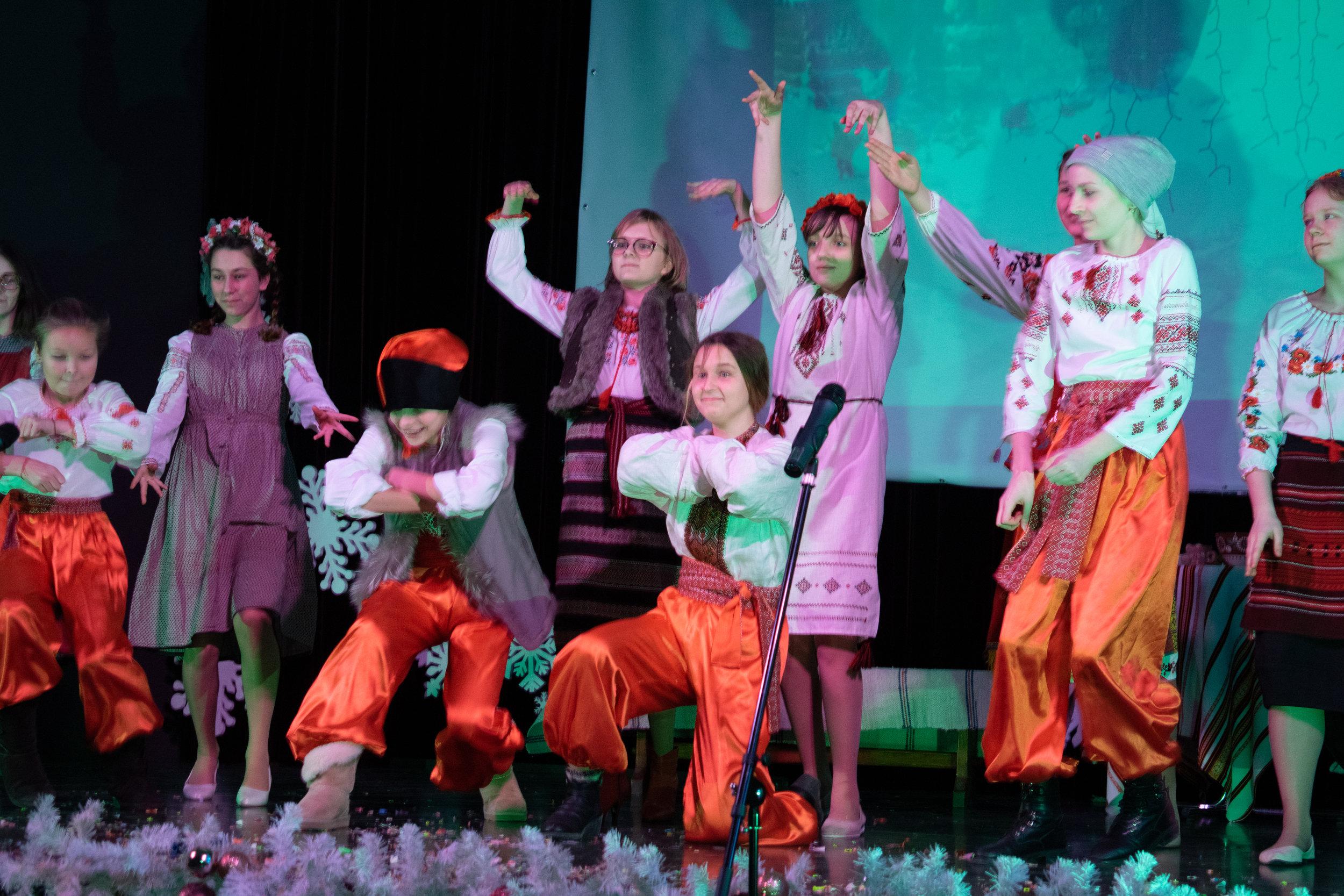 9.Школа Леді_Новорічна вистава Сміх кріцзь сльози 7-8 класи.jpg