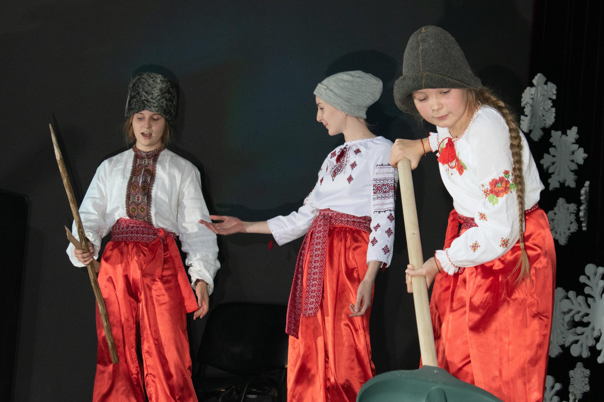 13.Школа Леді_Новорічна вистава Сміх кріцзь сльози 7-8 класи.jpg