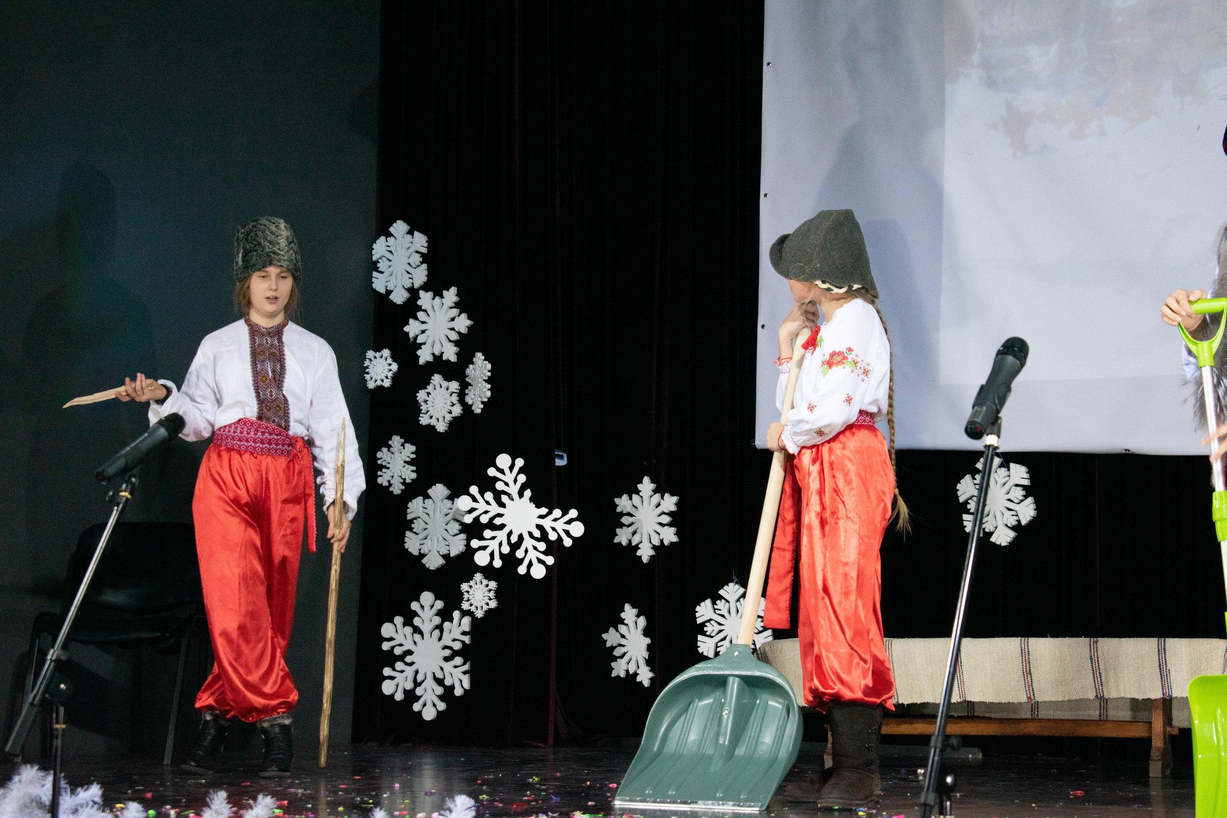 12.Школа Леді_Новорічна вистава Сміх кріцзь сльози 7-8 класи.jpg