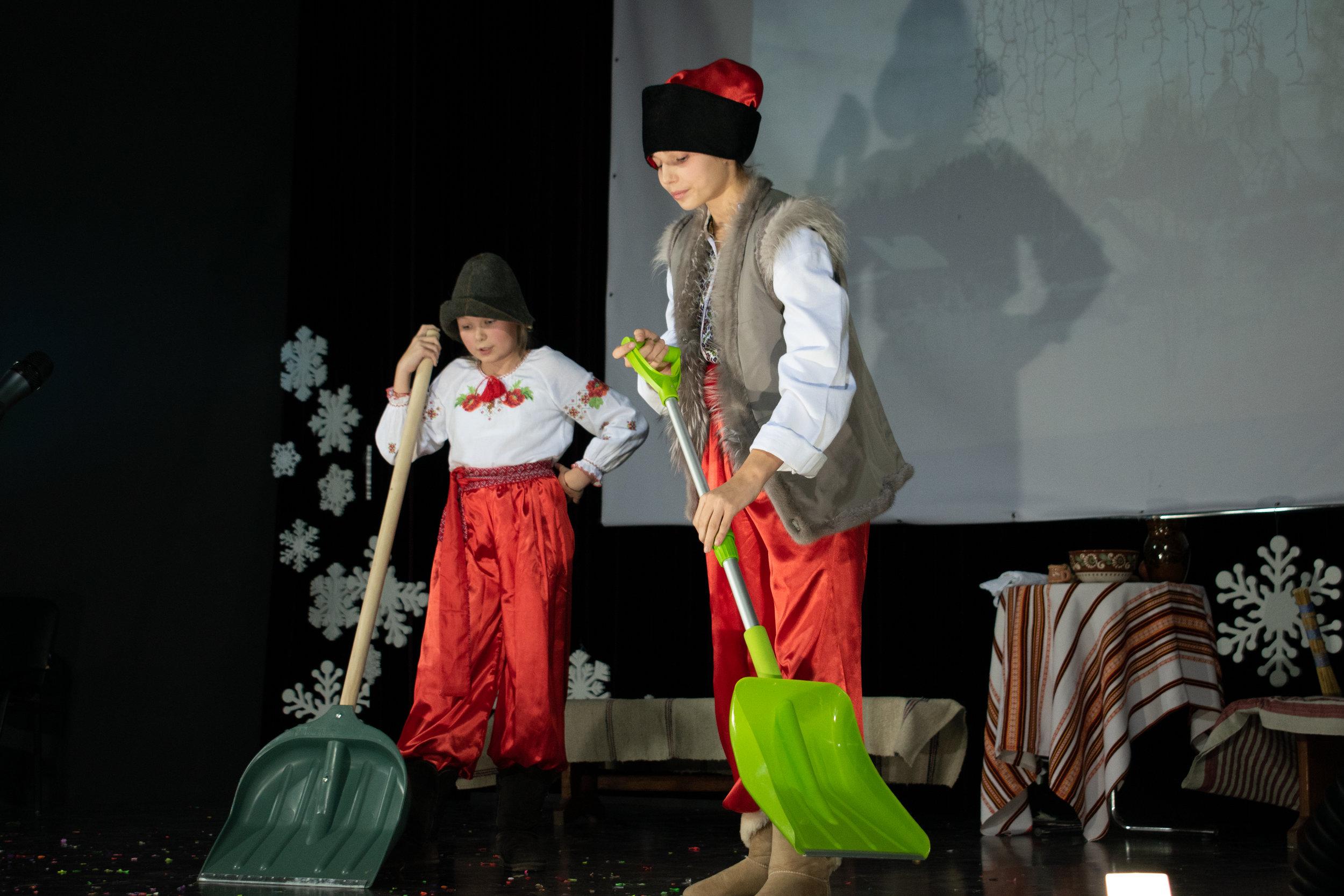 14.Школа Леді_Новорічна вистава Сміх кріцзь сльози 7-8 класи.jpg