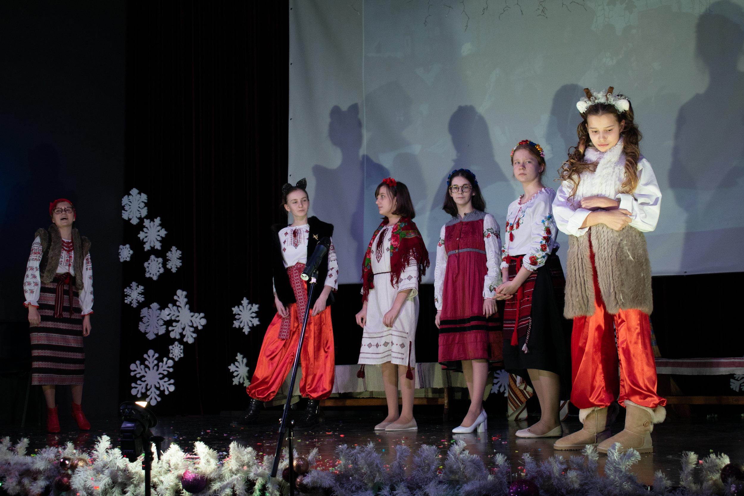 16.Школа Леді_Новорічна вистава Сміх кріцзь сльози 7-8 класи.jpg