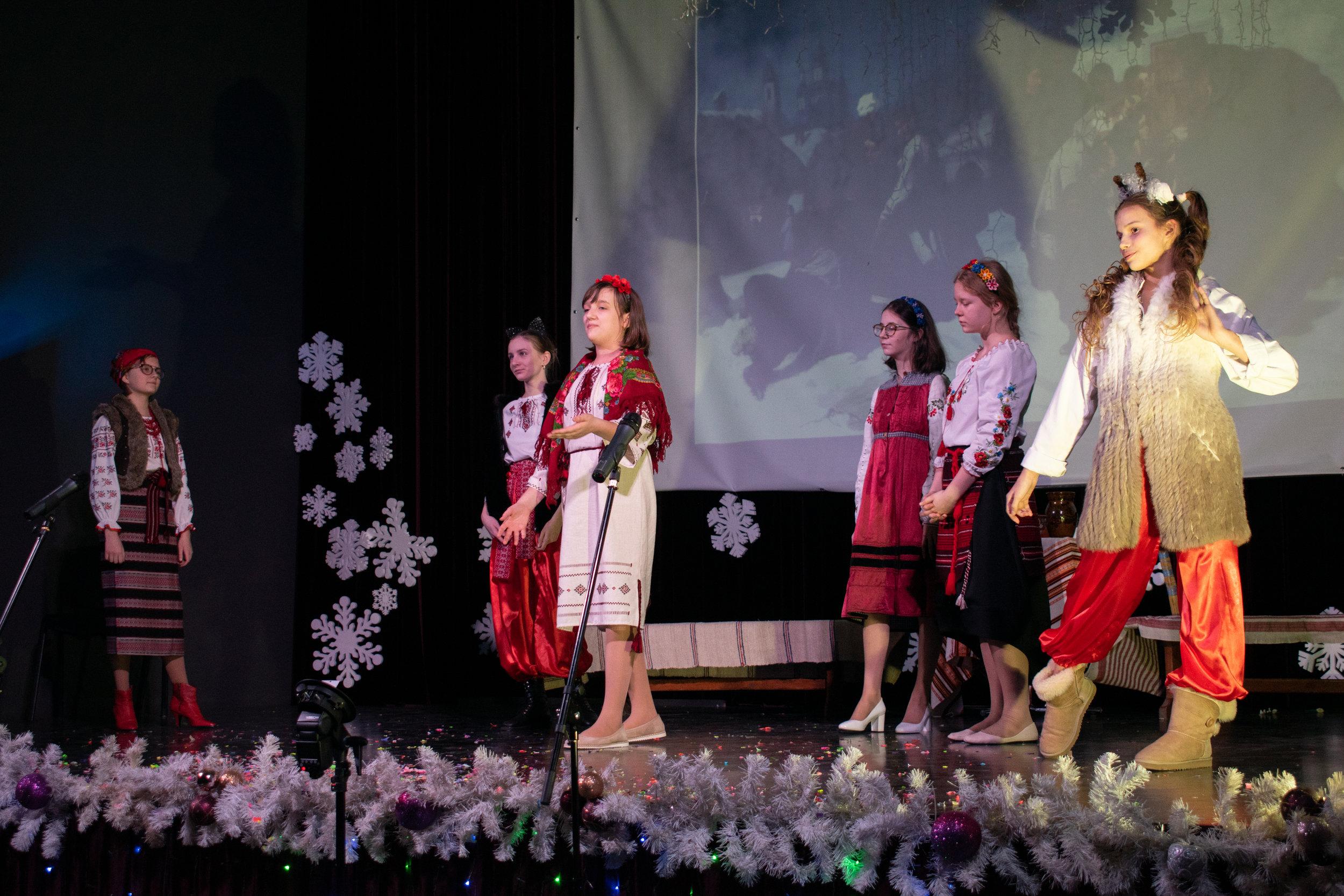 17.Школа Леді_Новорічна вистава Сміх кріцзь сльози 7-8 класи.jpg