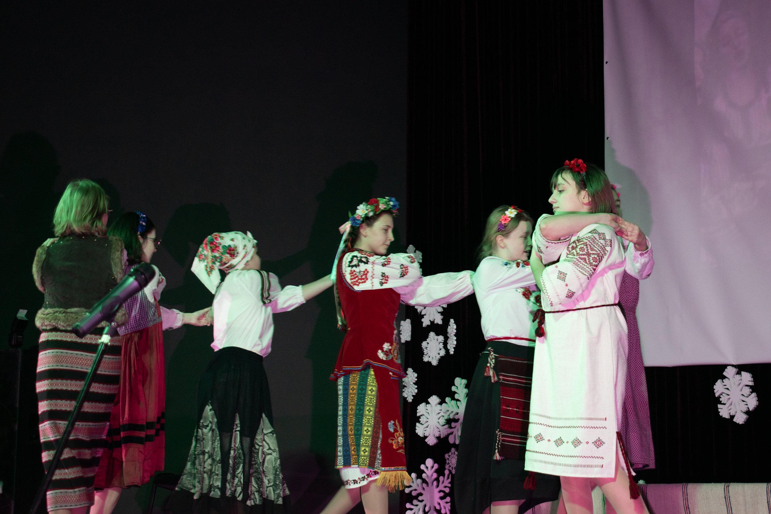 24.Школа Леді_Новорічна вистава Сміх кріцзь сльози 7-8 класи.jpg