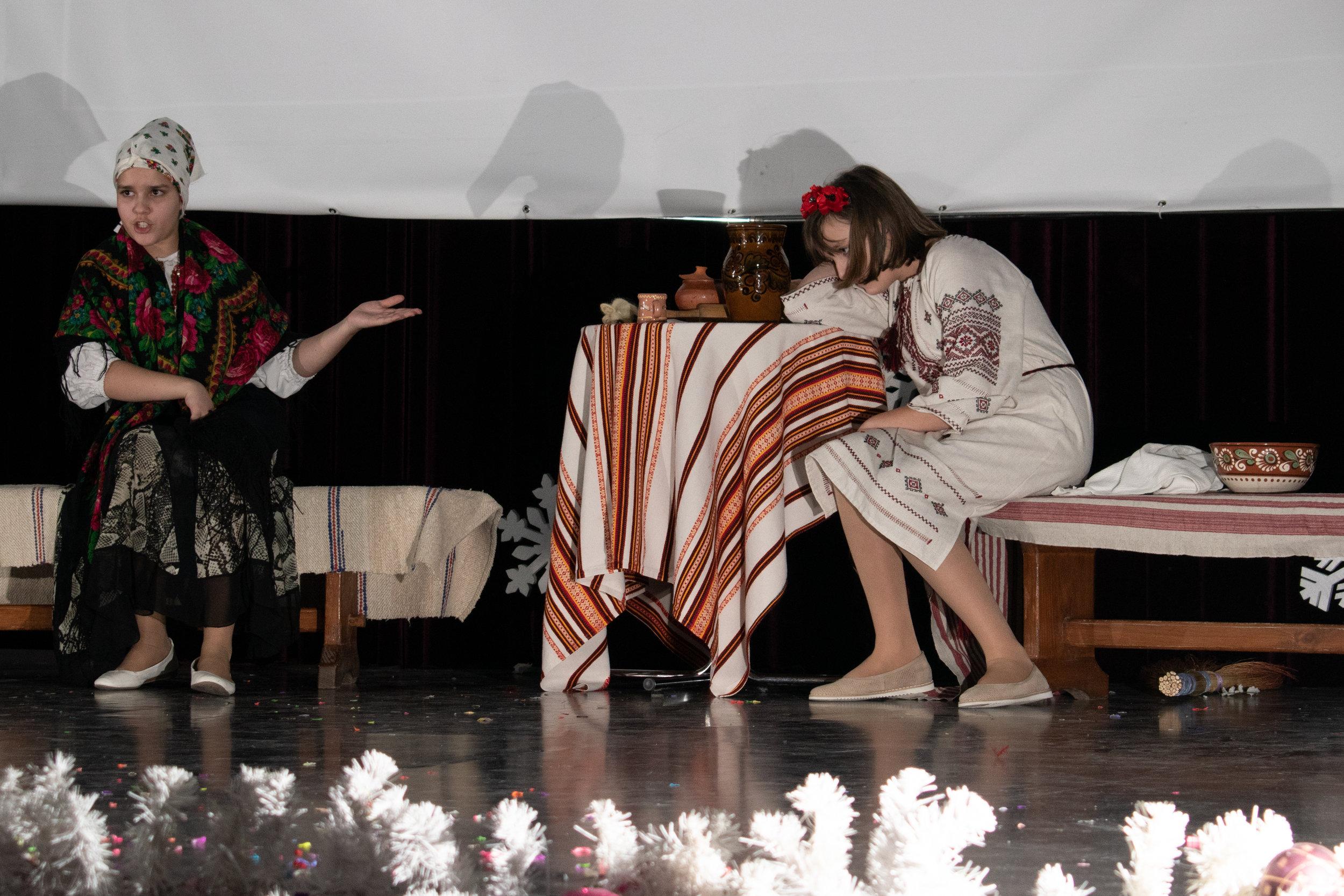 34.Школа Леді_Новорічна вистава Сміх кріцзь сльози 7-8 класи.jpg