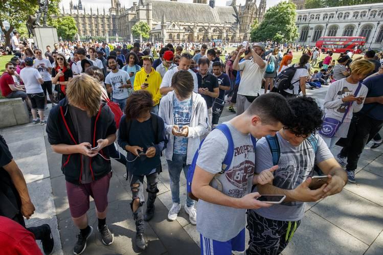Pokémon Go gaming in London