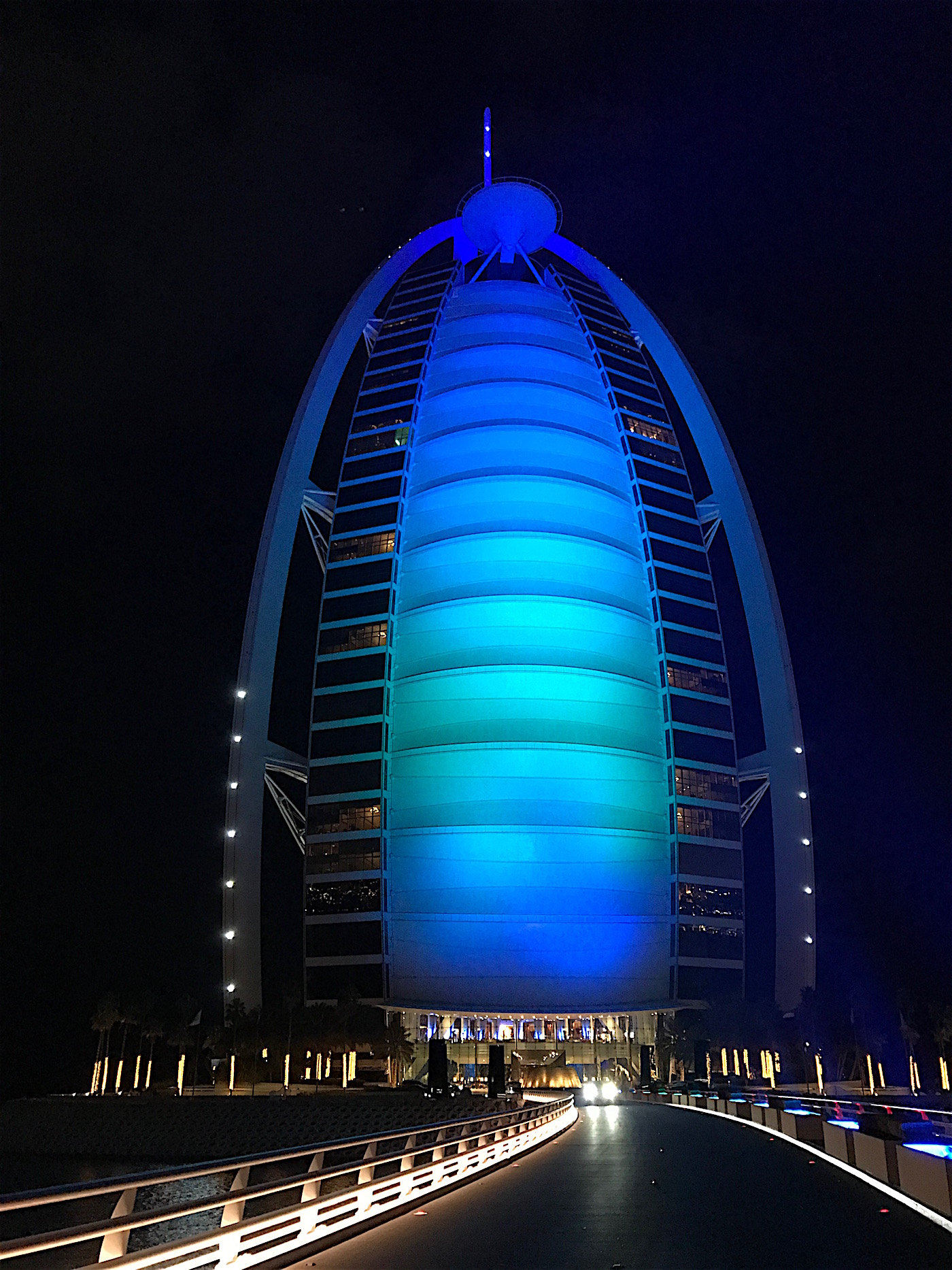 Click here to see the lights on the Hotel Burj Al Arab
