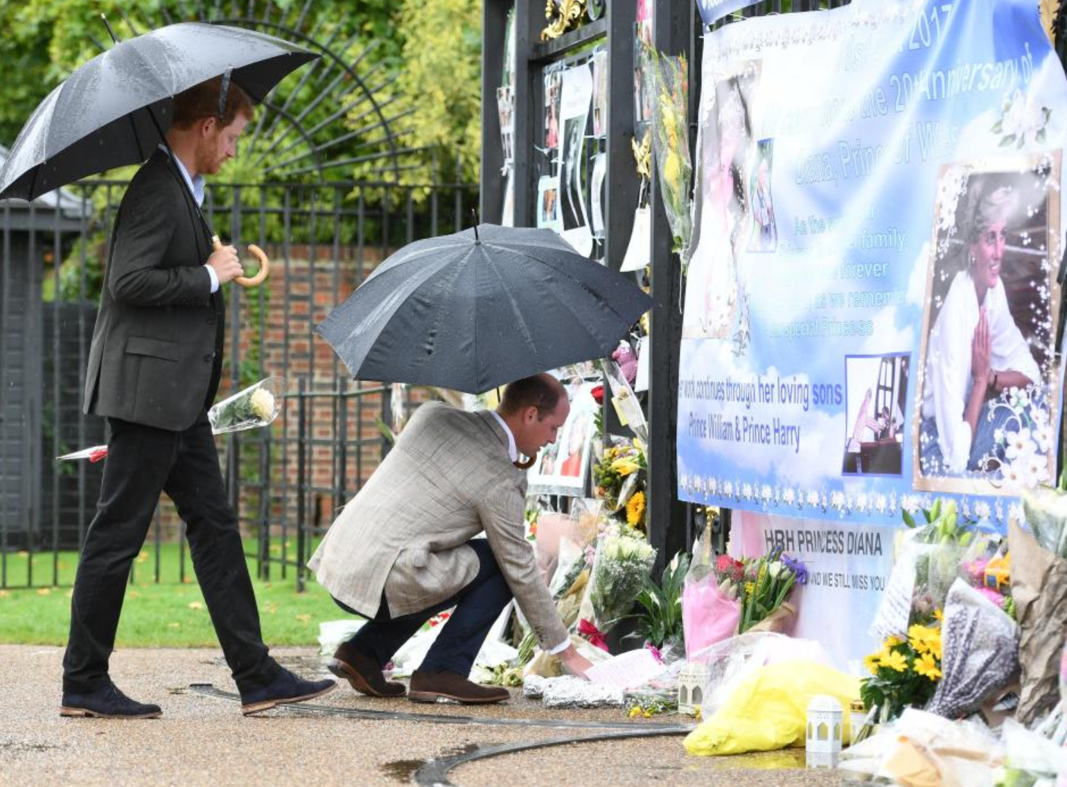 Harry and William leaving Flowers in honor of Diana.png