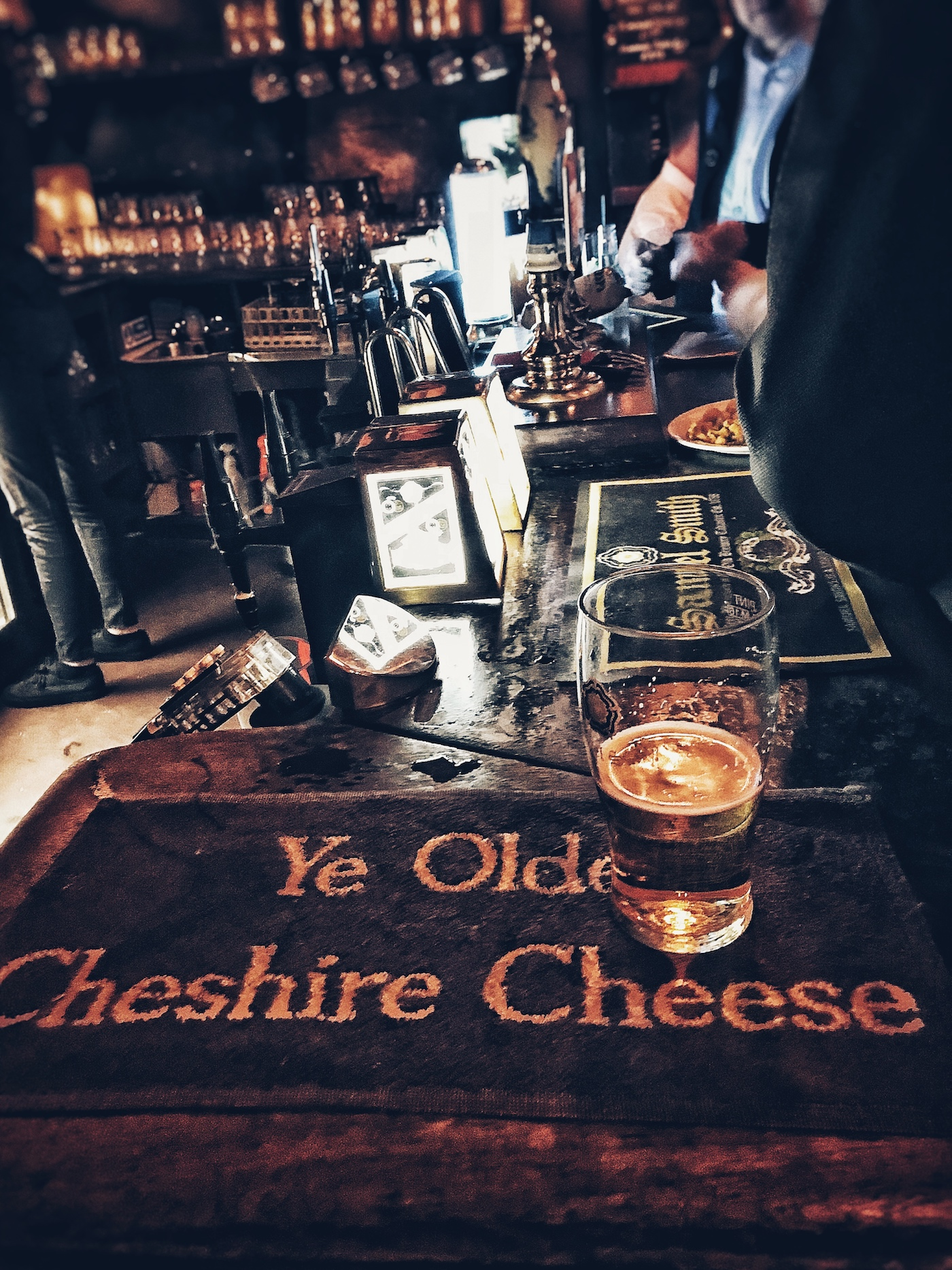 Having a Pint at Ye Oldes Cheshire Cheese.