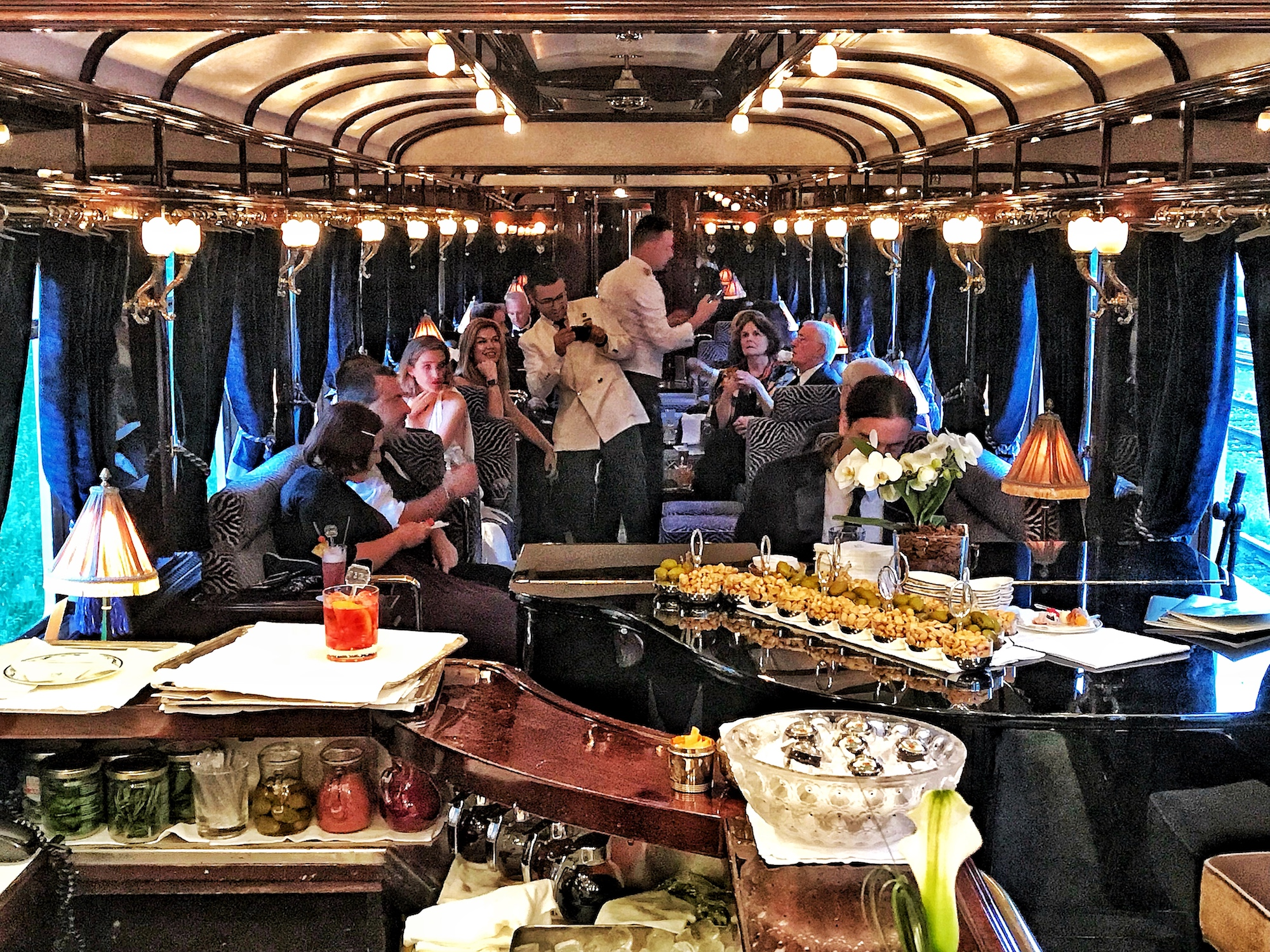 Bar car Cocktail Hour Oreint Express.