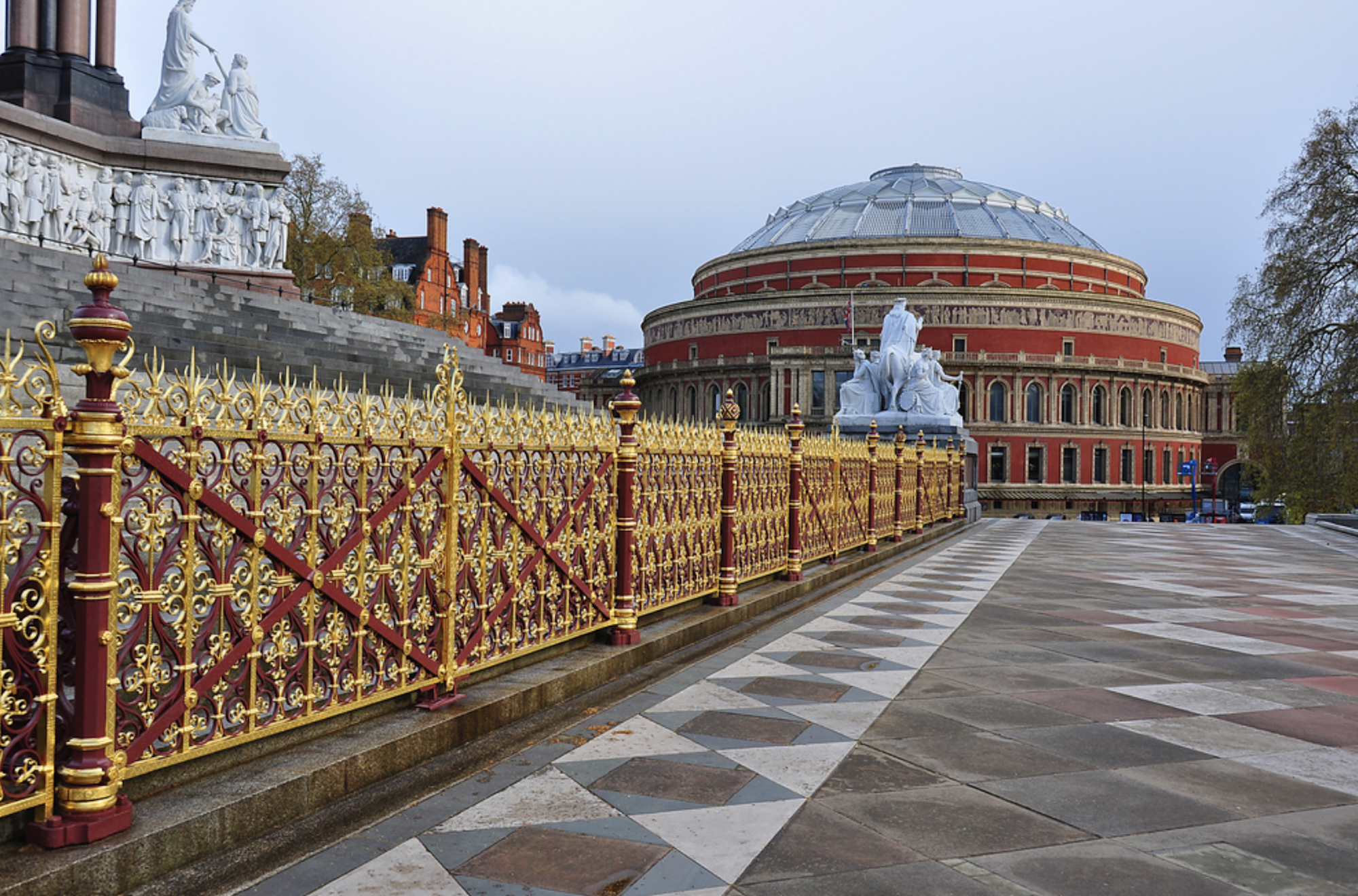 EXt of Royal Albert Hall by Monument .png