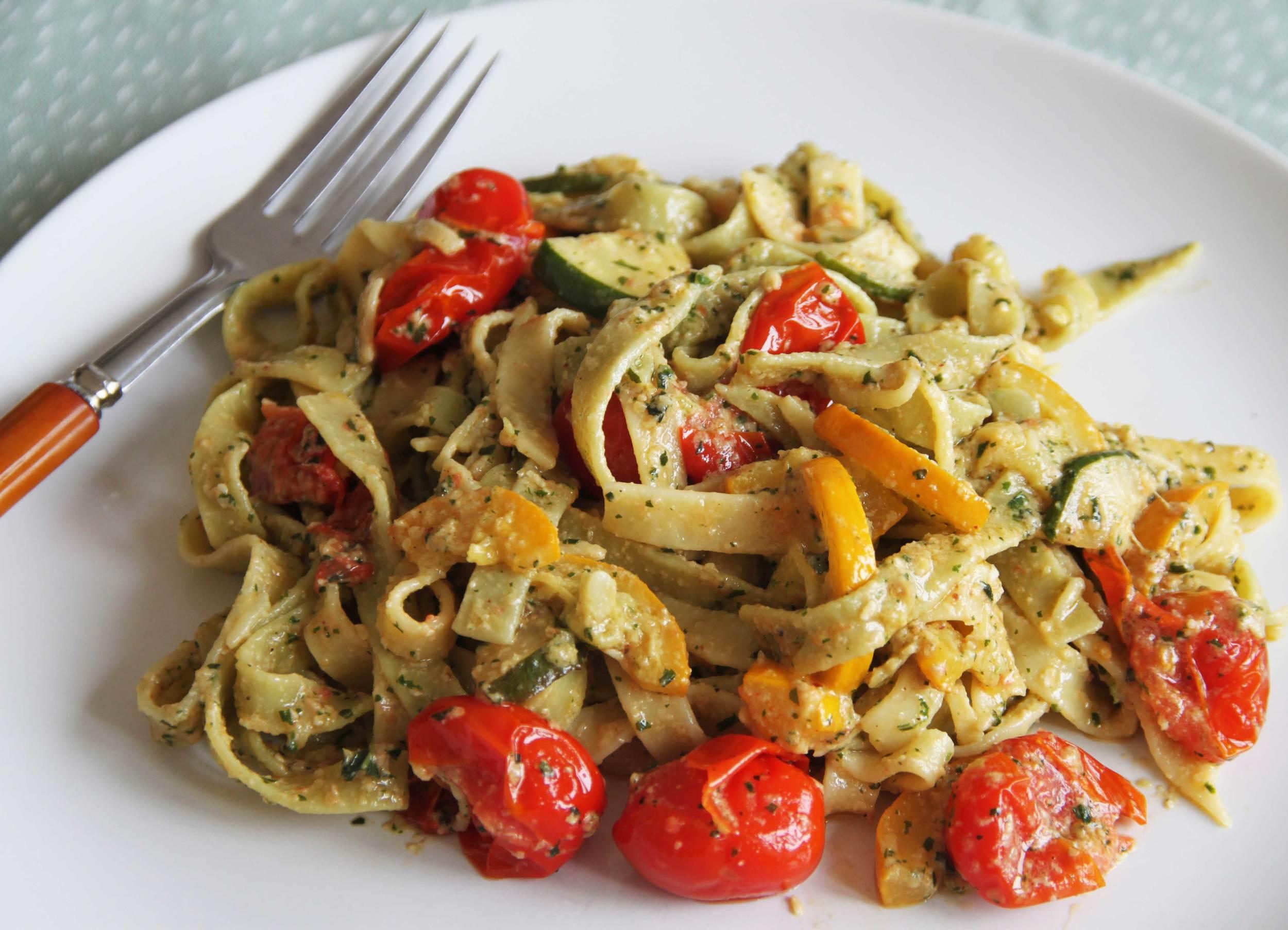 Creamy Pesto Pasta with Vegetables