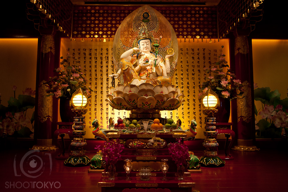 Buddha_Tooth_Relic_Temple_in_Singapore_1