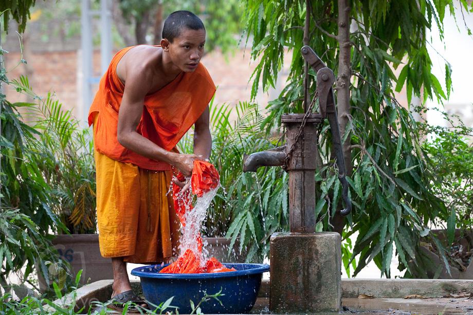 Monks_in_Cambodia_6
