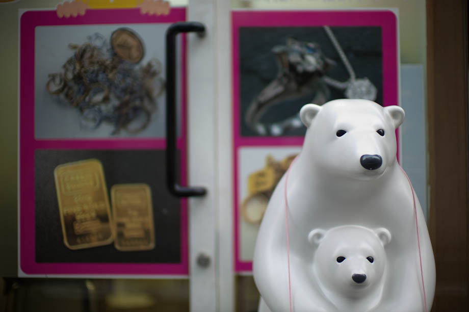 Polar Bears buying gold