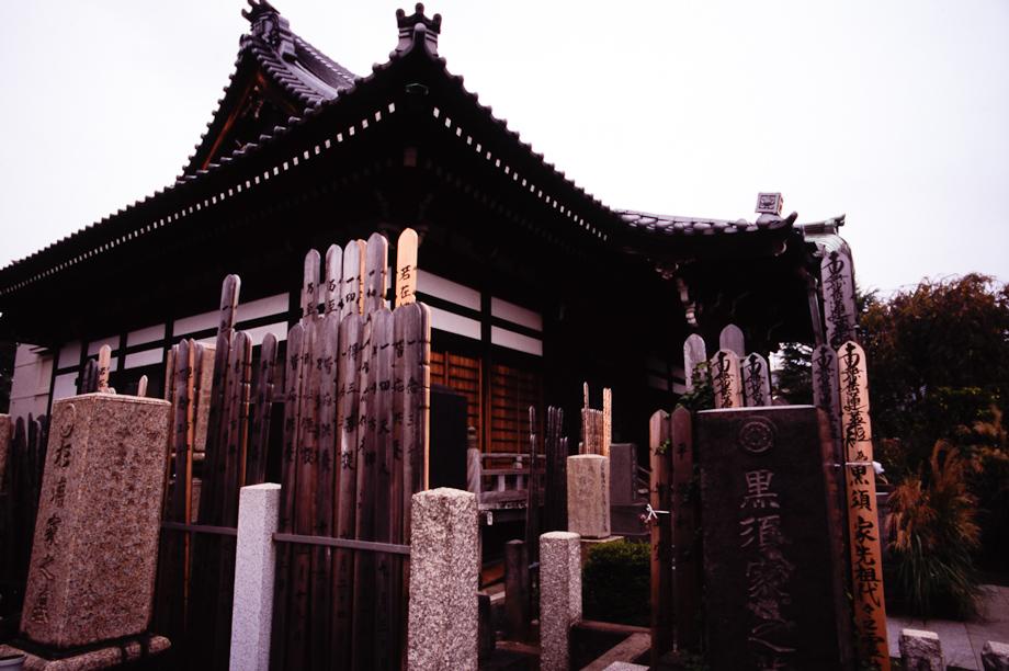 Cemeteries in Yanaka