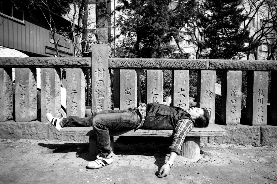 Public Sleeping at Nezu Shrine
