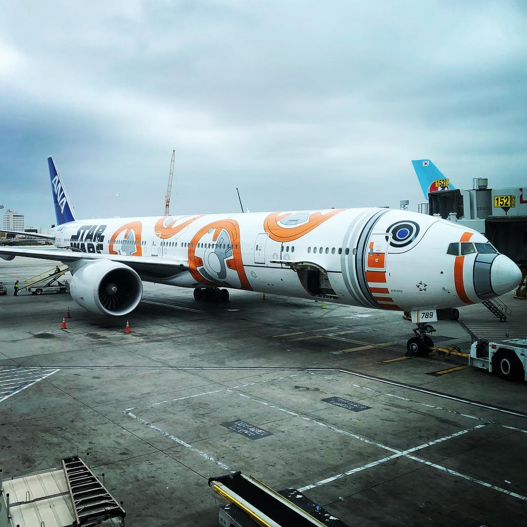 BB8 Starwars ANA Plane
