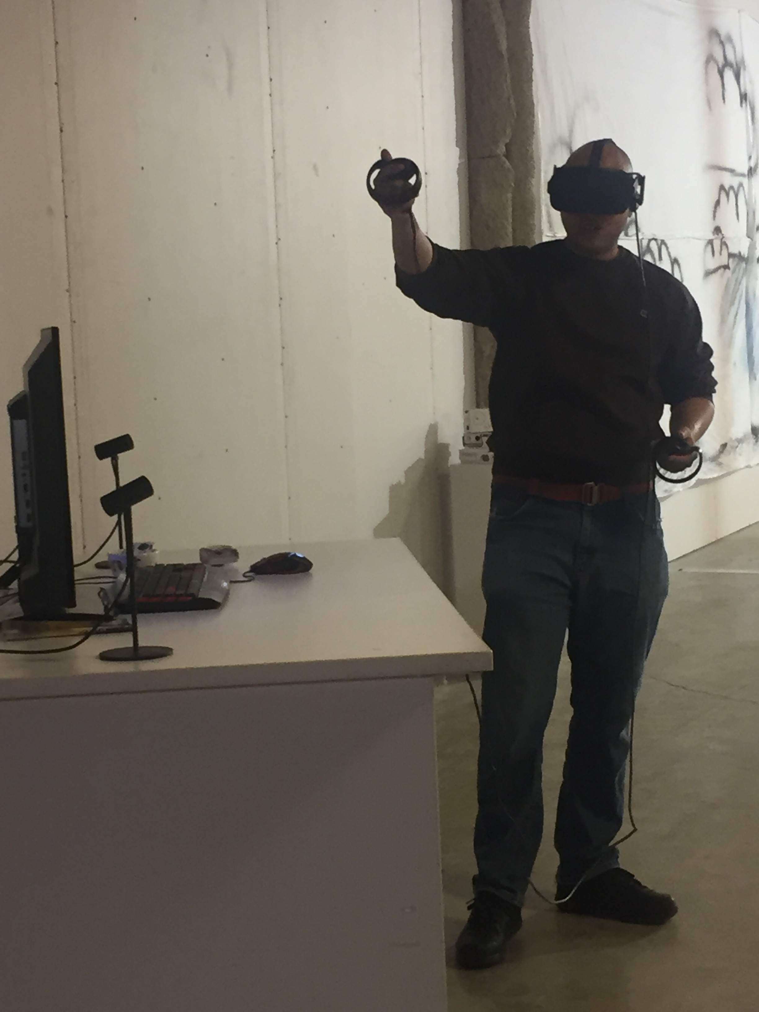 Muhammad tries VR!