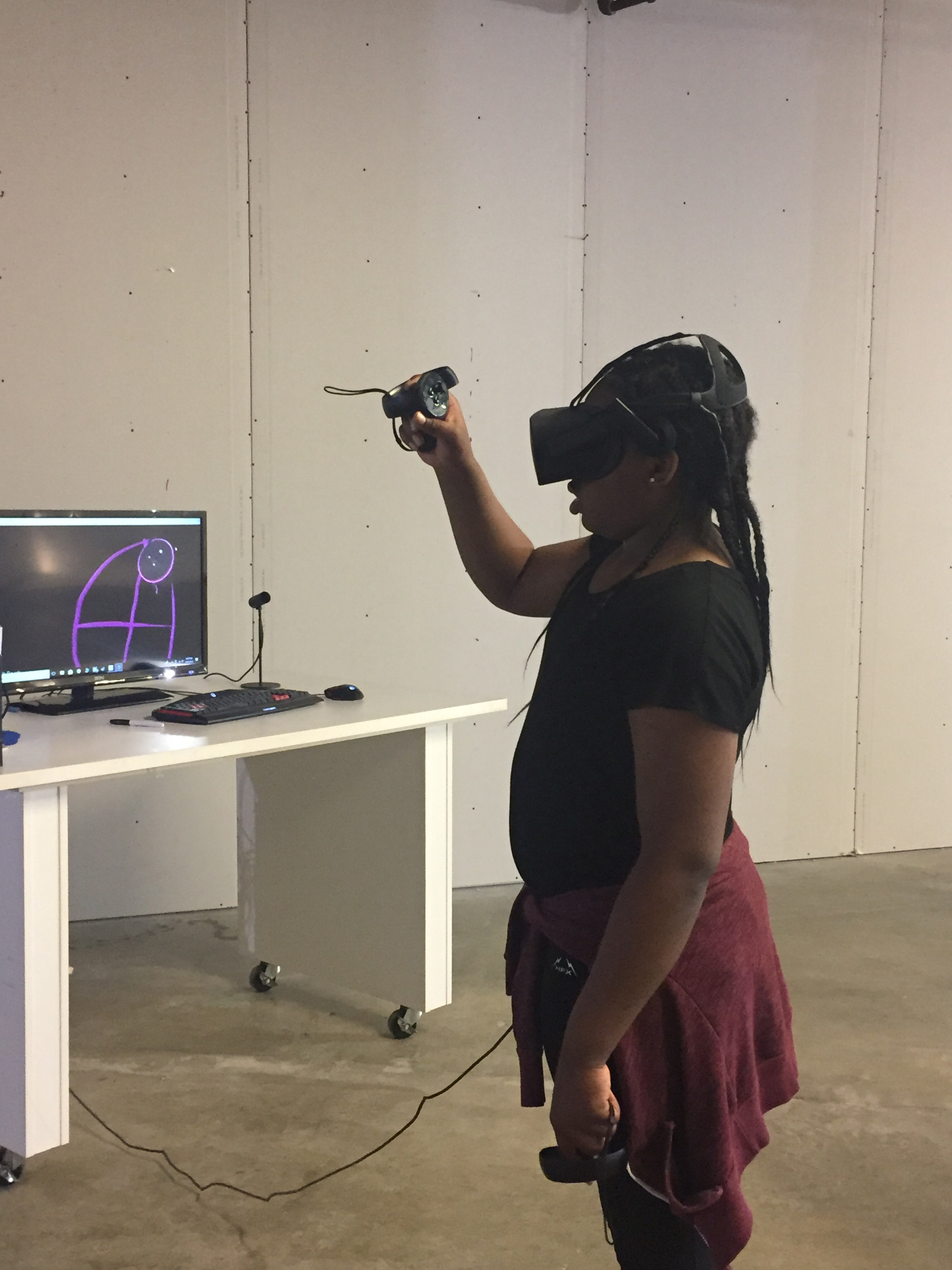 Ariel likes drawing in VR