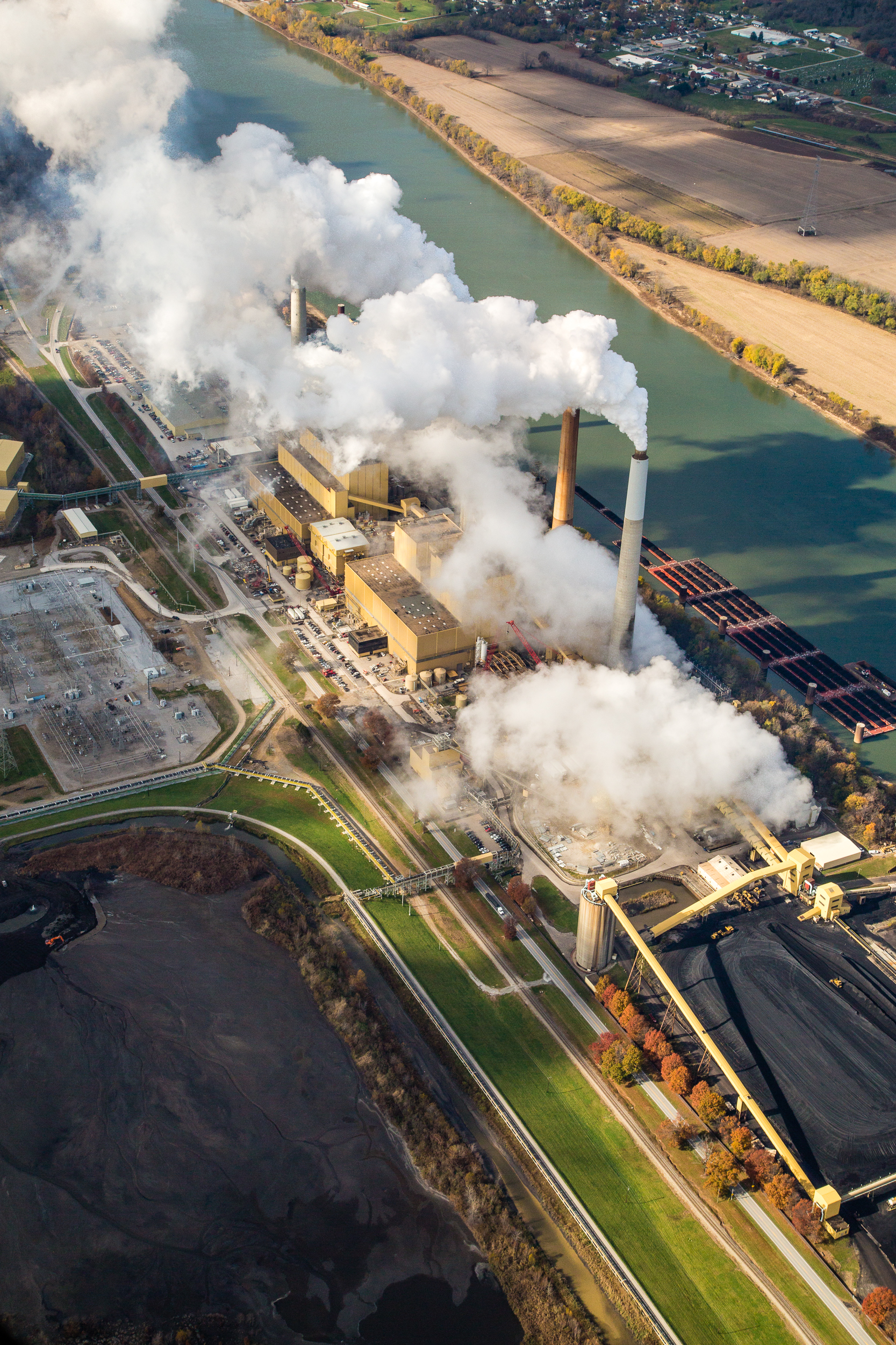 Mill Creek Station, coal power plant near Louisville, Kentucky on the Ohio River.