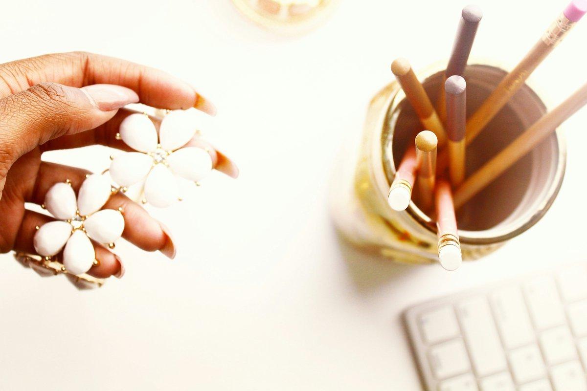 feminine-desk-space-createherstock.jpg