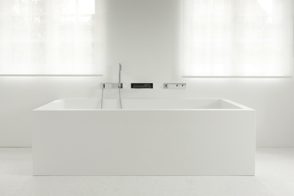 Brussels house minimalist white bath, NS Architects || The Design Edit