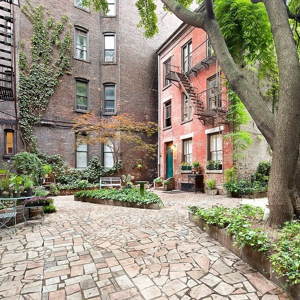 that courtyard!