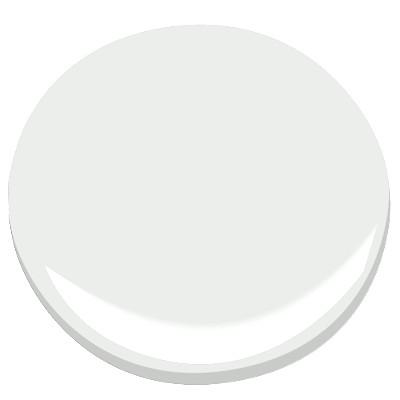 Decorator's White, Benjamin Moore || via The Design Edit